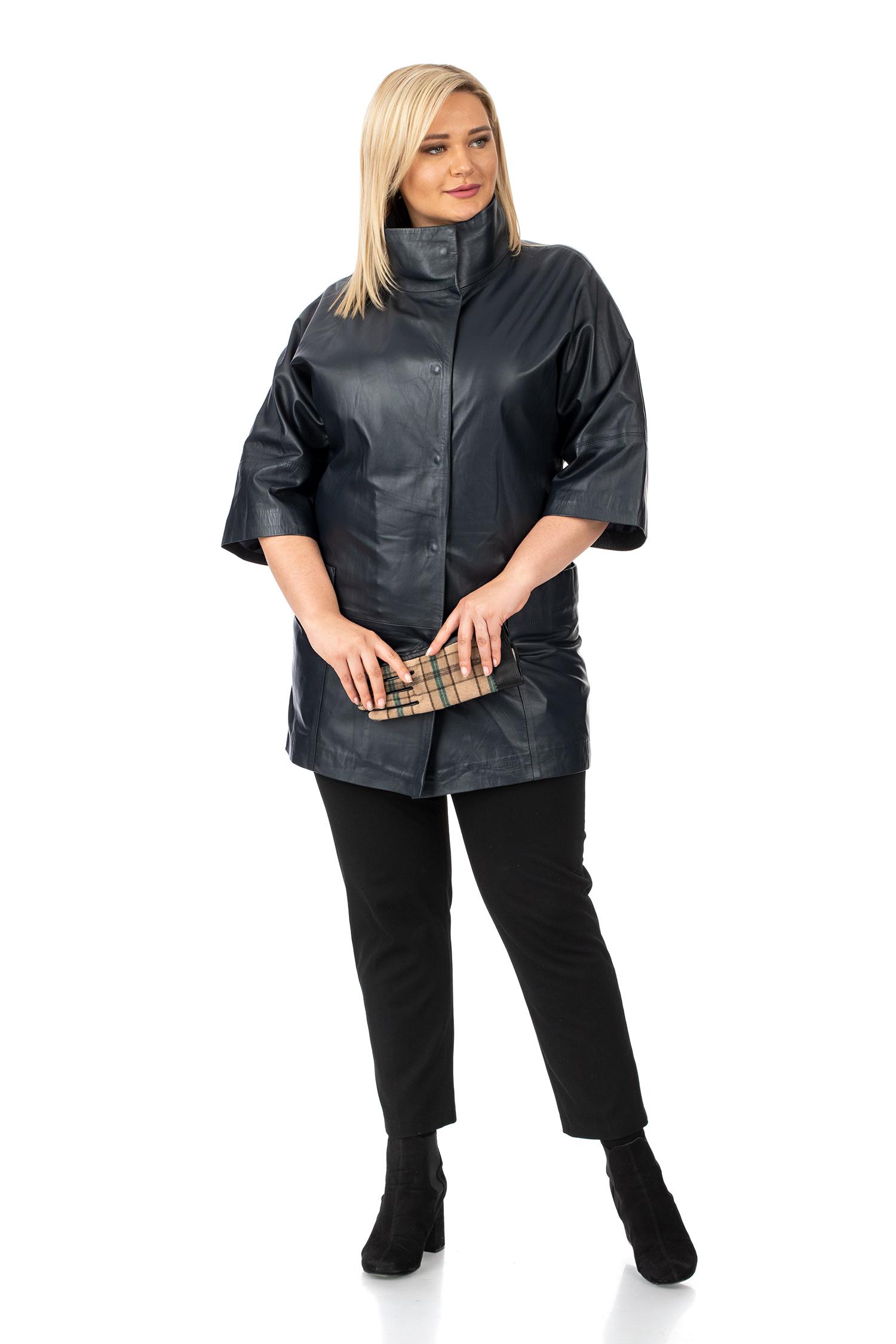 Фото 2 - Женское кожаное пальто из натуральной кожи с воротником от МОСМЕХА синего цвета