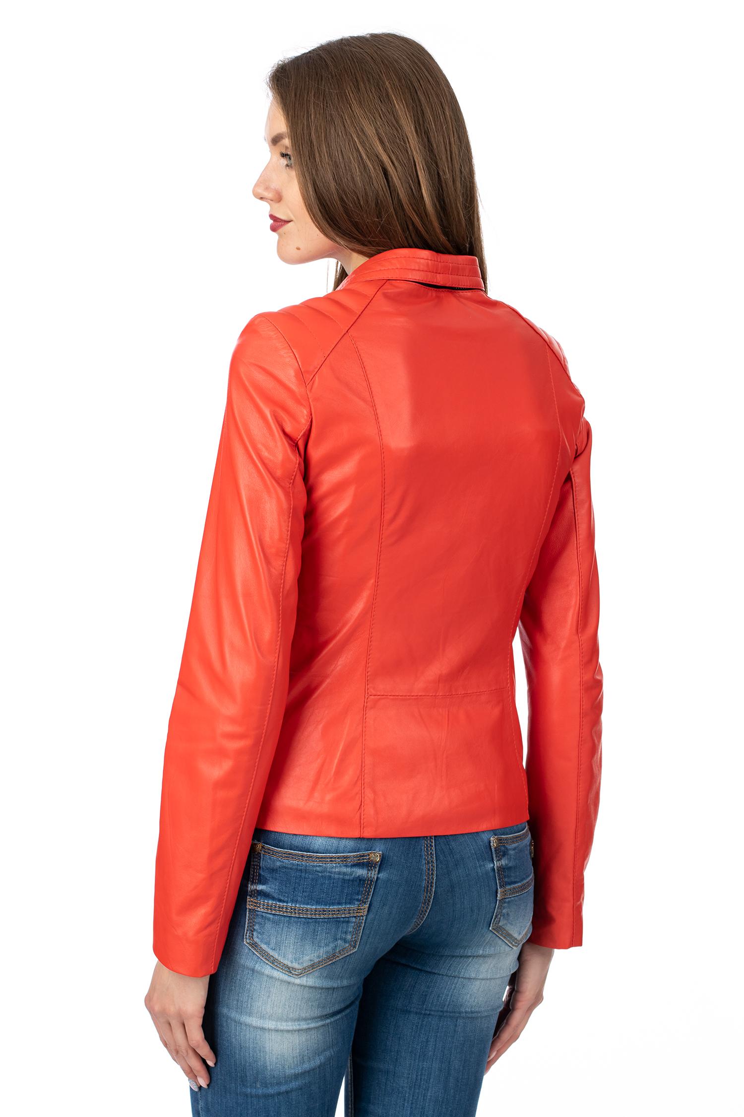 Фото 3 - Женская кожаная куртка из натуральной кожи с капюшоном от МОСМЕХА красного цвета