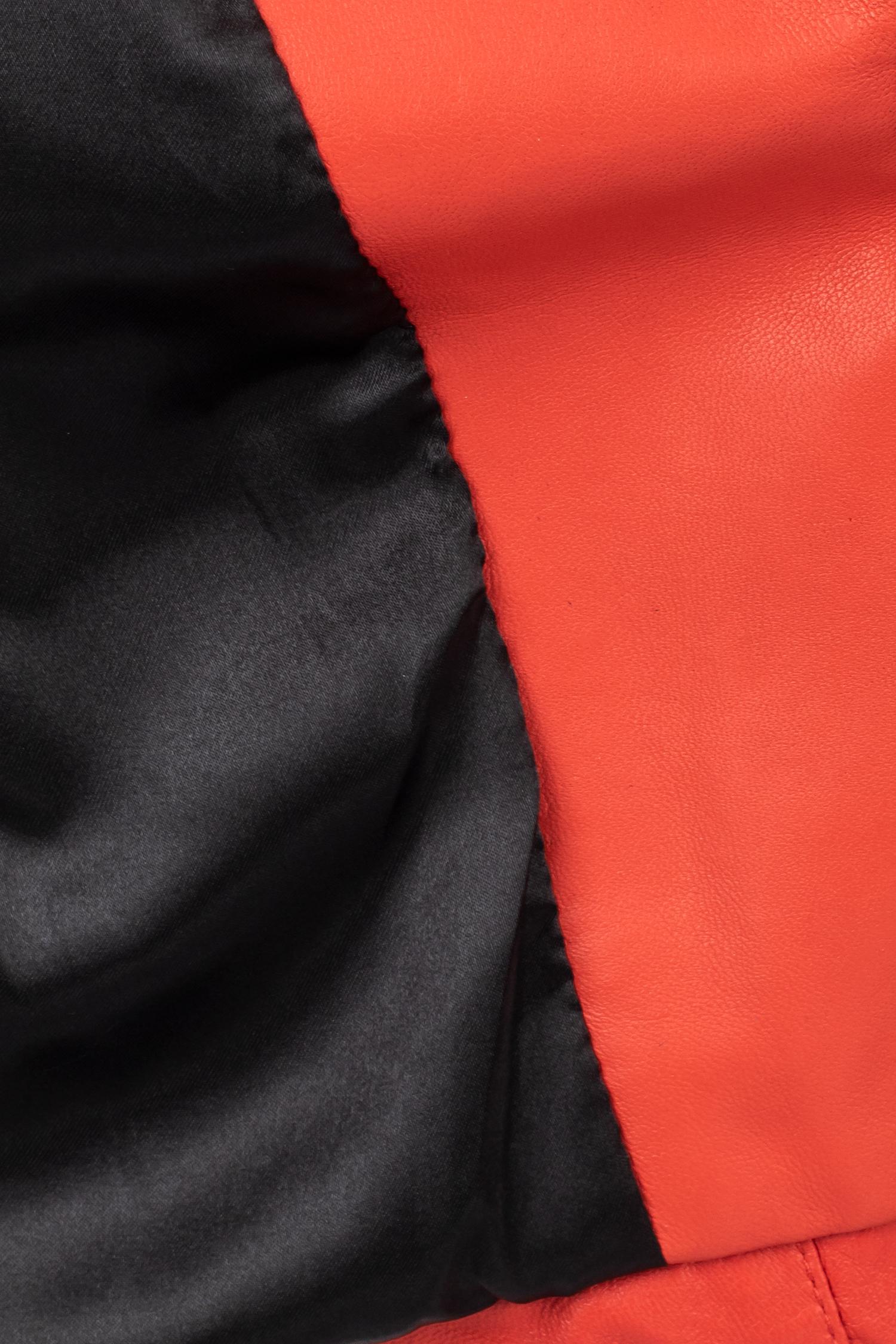 Фото 4 - Женская кожаная куртка из натуральной кожи с капюшоном от МОСМЕХА красного цвета