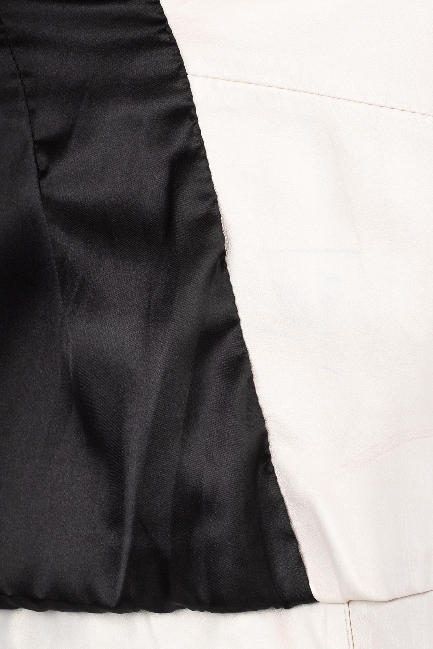 Фото 4 - Женская кожаная куртка из натуральной кожи с капюшоном от МОСМЕХА белого цвета