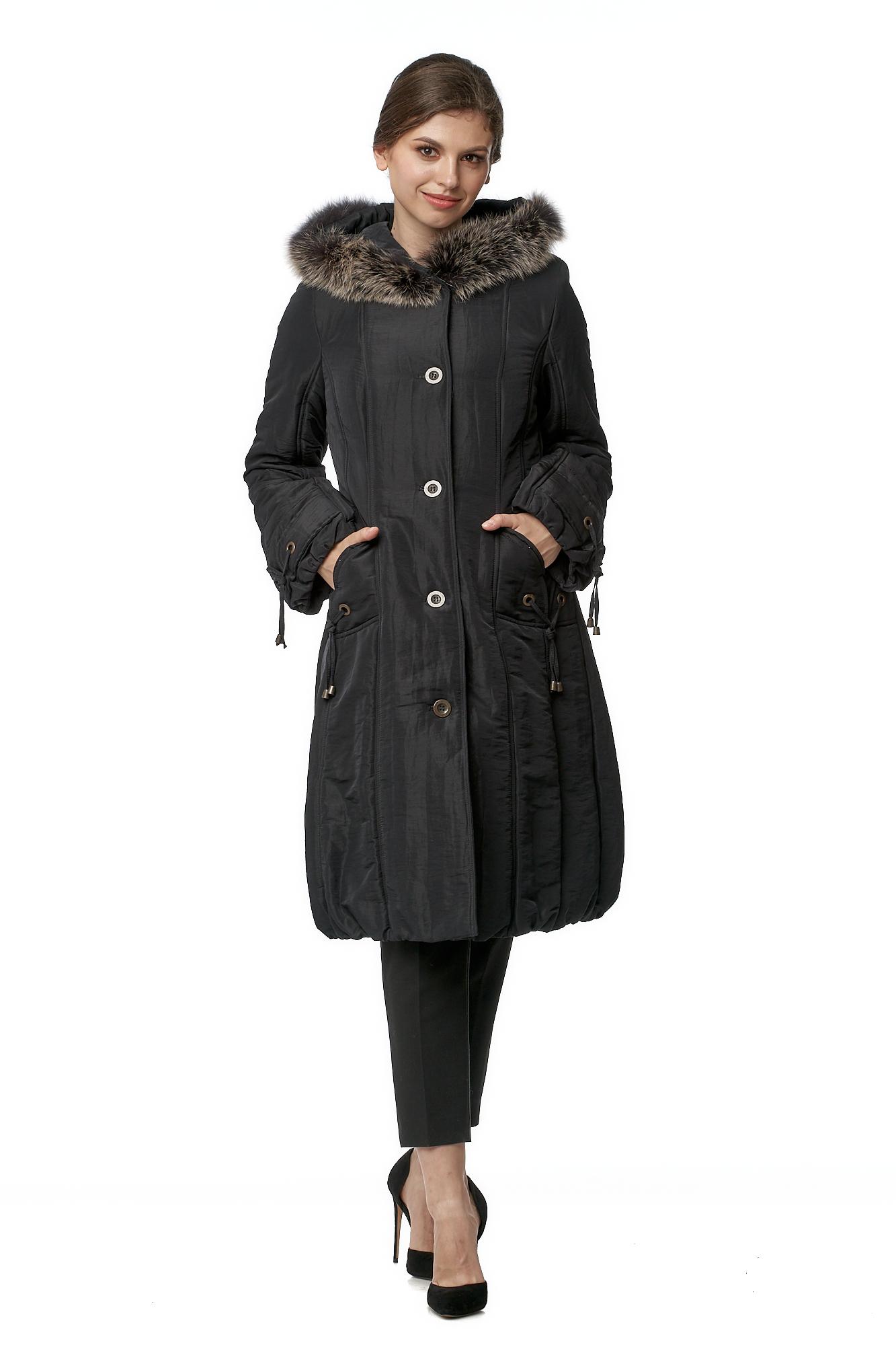 Пуховик женский из текстиля с капюшоном, отделка песец