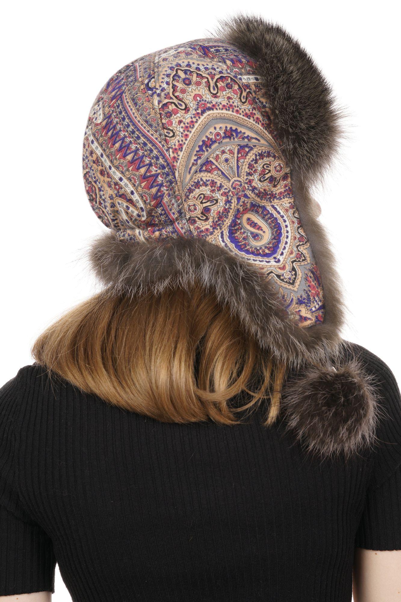 Шапка женская из текстиля с енотом фото 3