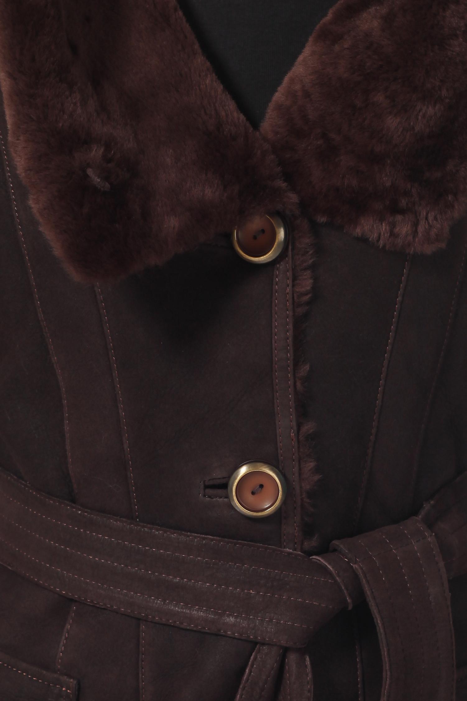 Фото 7 - Дубленку женская из натуральной овчины с капюшоном от МОСМЕХА коричневого цвета