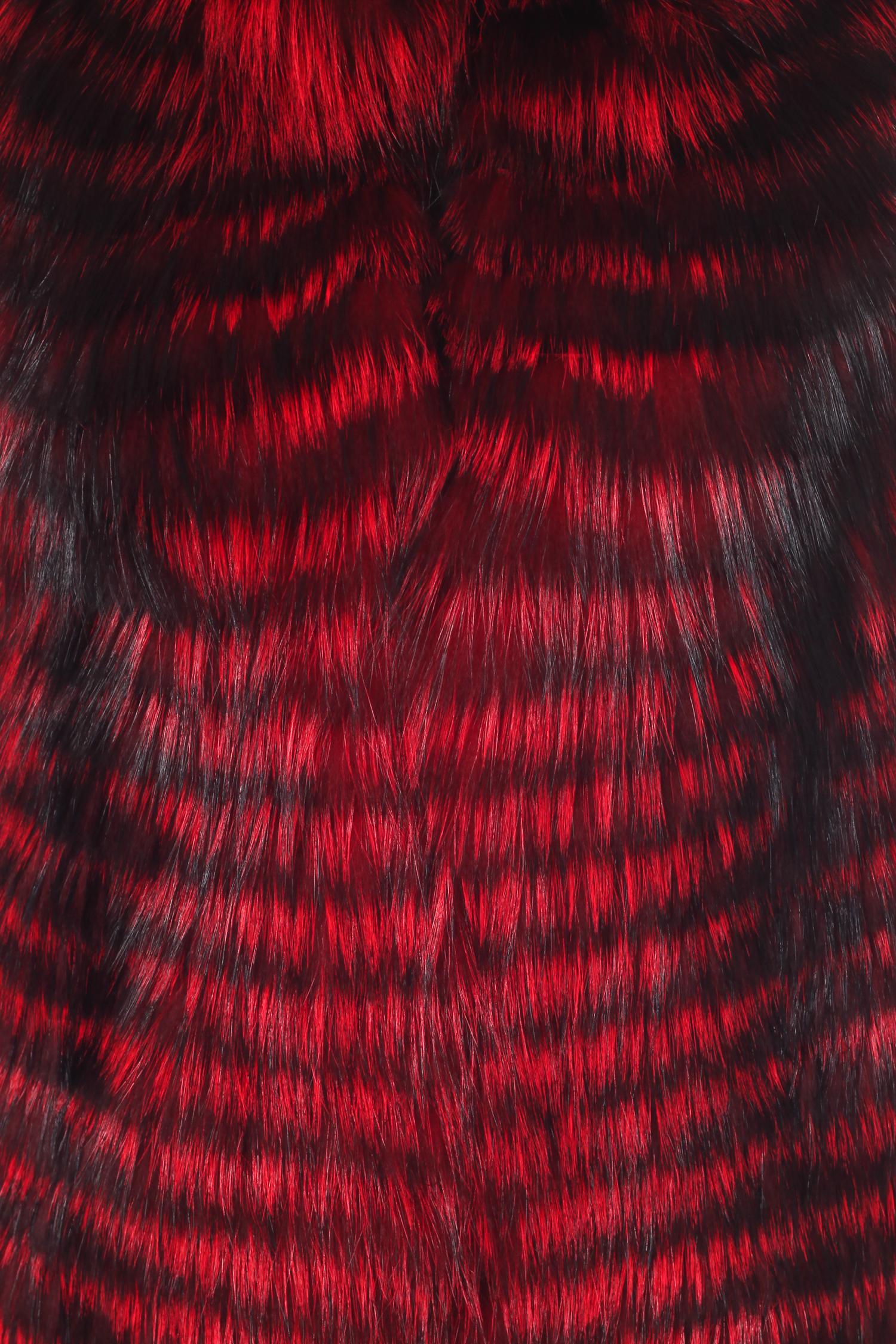 Фото 4 - Меховой жилет из лисы от МОСМЕХА красного цвета