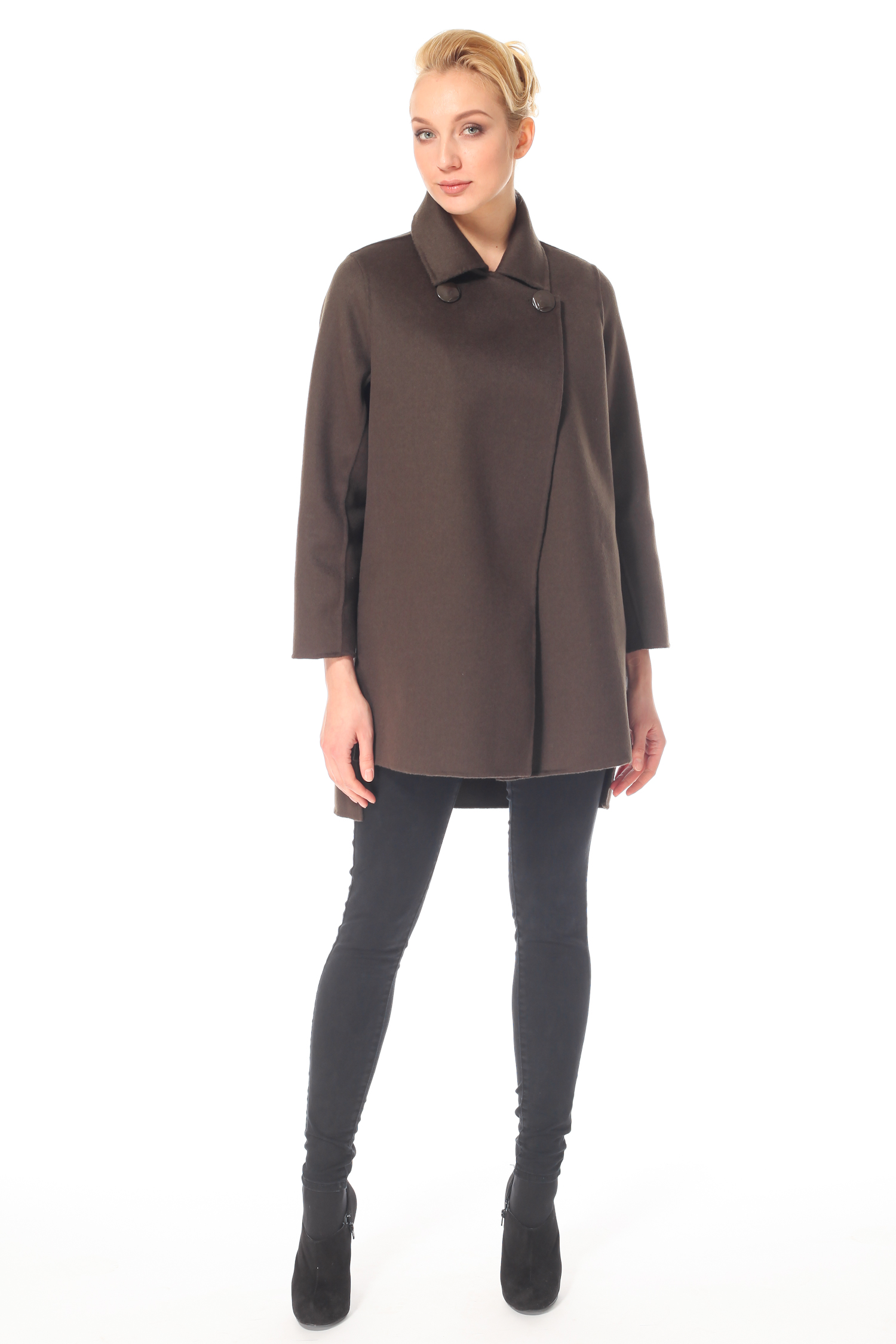 Фото 8 - Женское пальто из текстиля с воротником от МОСМЕХА зеленого цвета