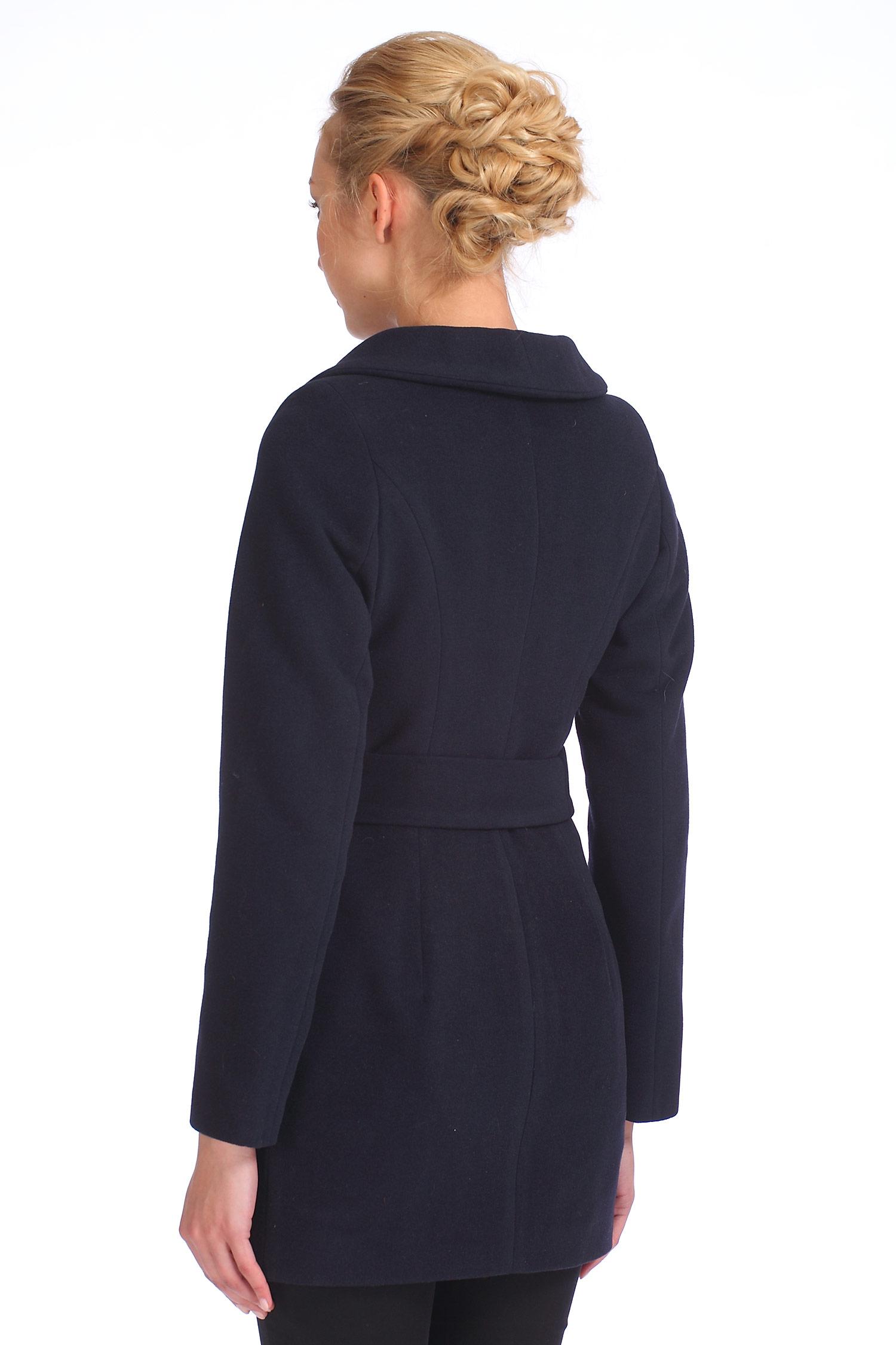 Фото 2 - Женское пальто из текстиля с воротником от МОСМЕХА синего цвета