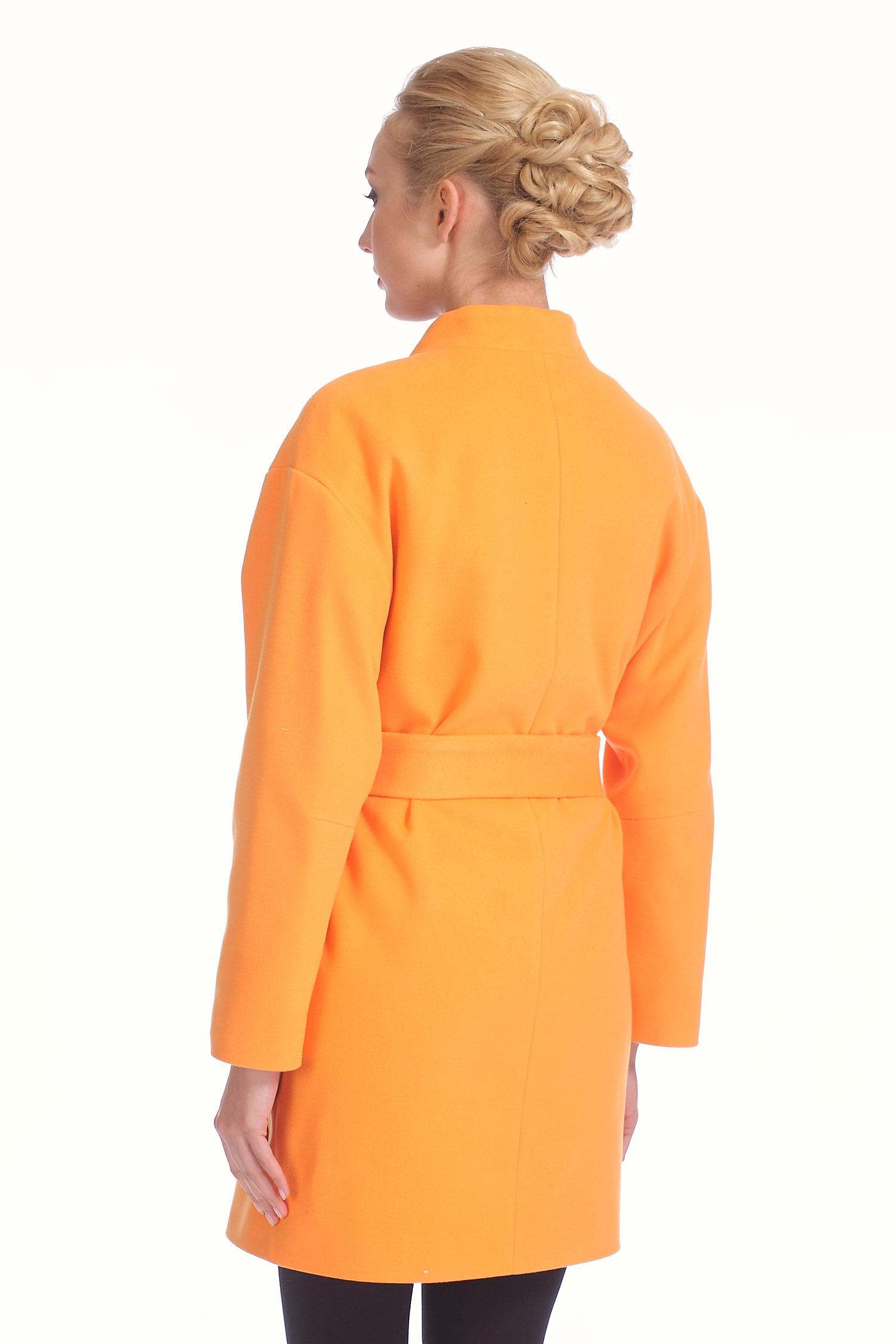 Фото 2 - Женское пальто из текстиля с воротником от МОСМЕХА оранжевого цвета
