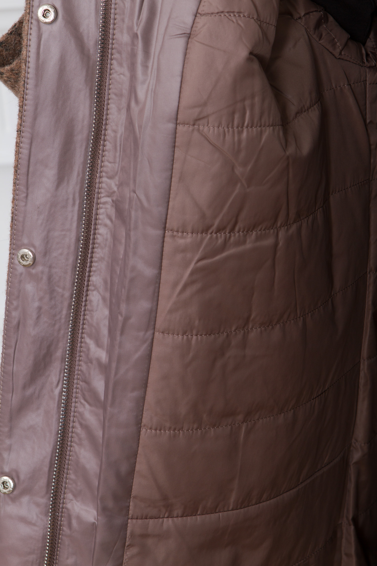 Женское пальто из текстиля с капюшоном, отделка кролик