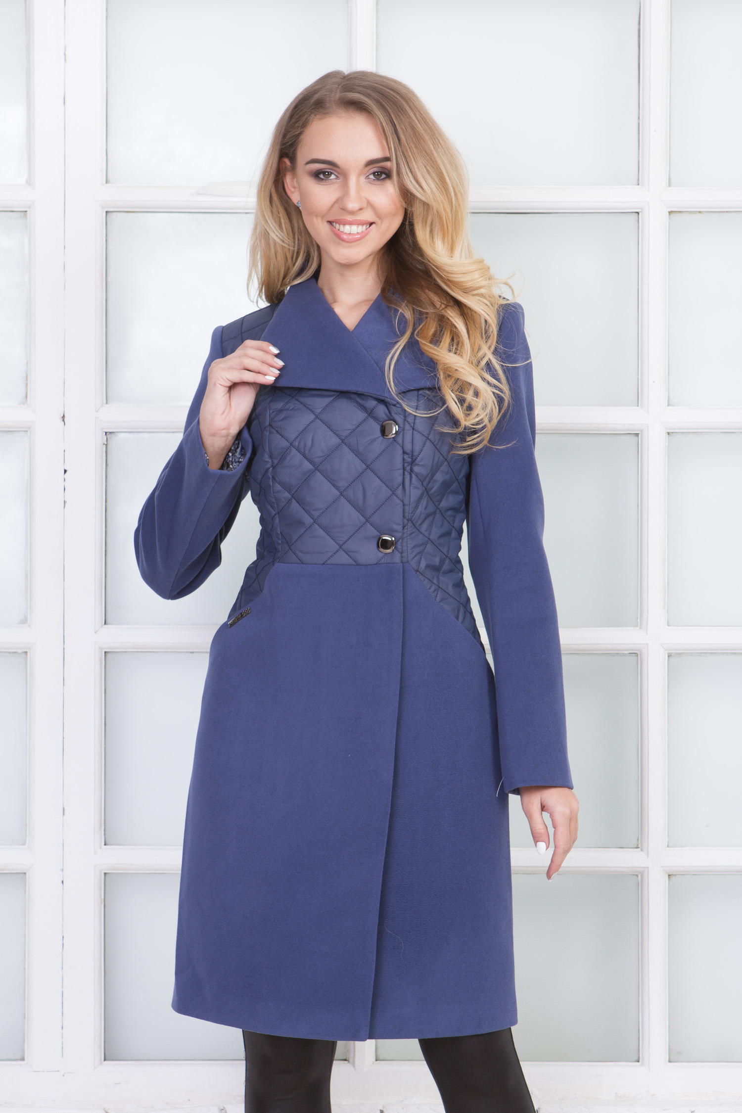 Фото 5 - Женское пальто из текстиля с воротником от МОСМЕХА сиреневого цвета