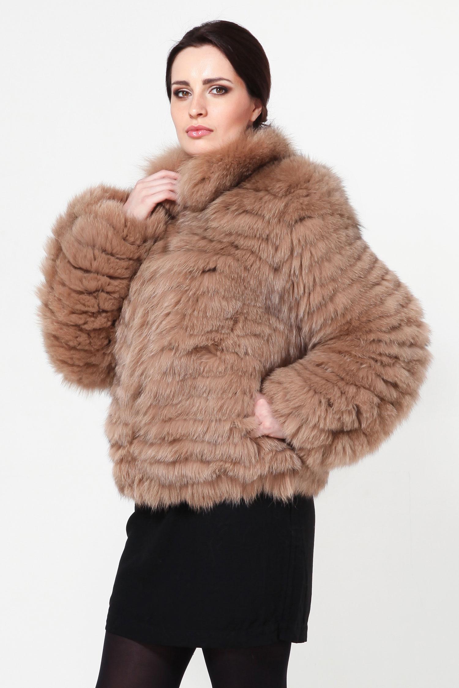 Куртка из песца с воротникомСтильная куртка станет незаменимой вещью в женском гардеробе. Изделие выполнено из натурального меха песца. Застегивается на крючки. Украшением служат роскошный воротник, который идет в отделке из песца, а также рукава изделия. Стильный вариант для прохладной погоды. Классический фасон будет моден на протяжении многих лет.<br><br>Воротник: стойка<br>Длина см: Короткая (51-74 )<br>Цвет: оранжевый<br>Застежка: на молнии<br>Пол: Женский<br>Размер RU: 48