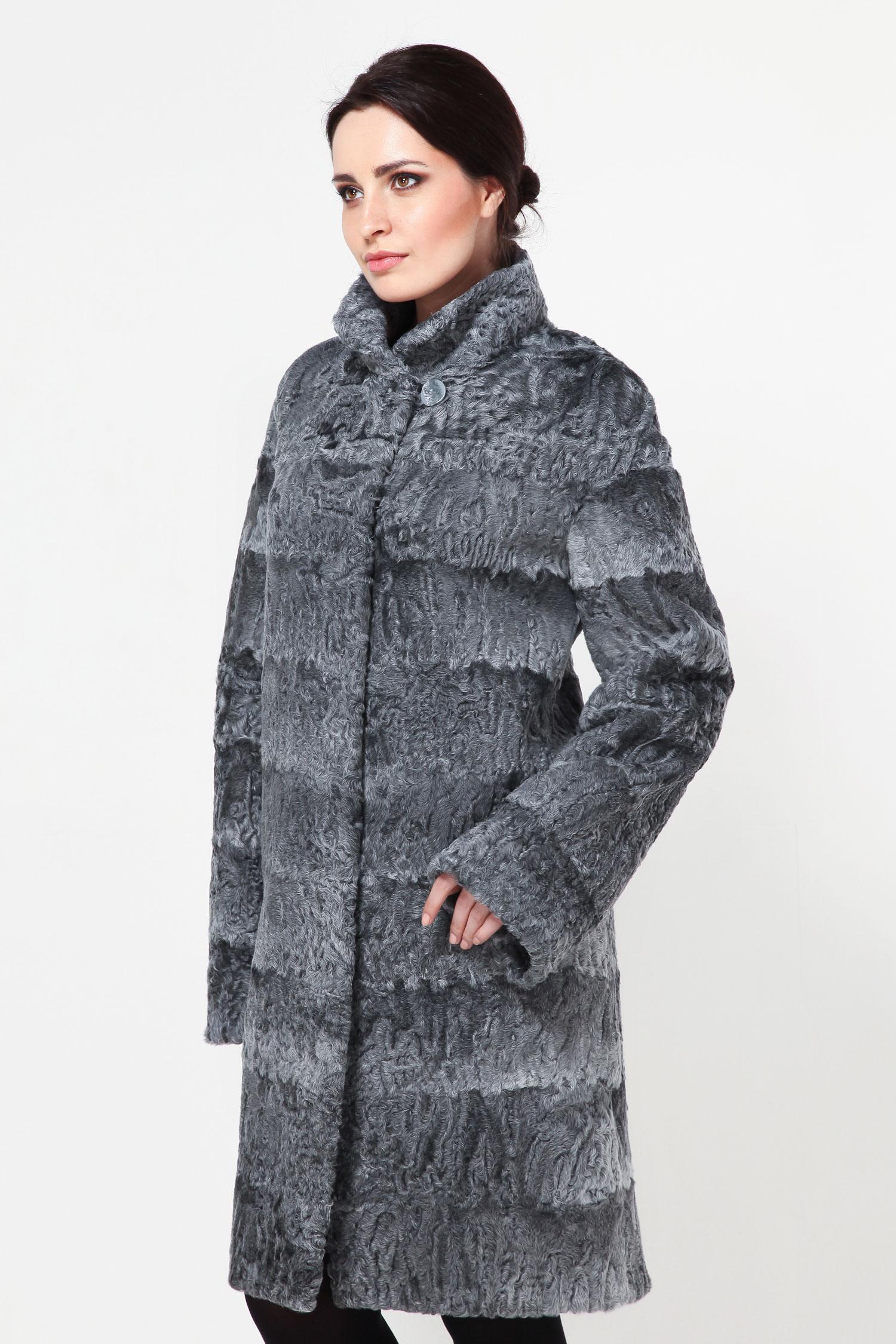 Шуба из каракуля с воротникомСтильное пальто из высокачественного каракуля, купленного на аукционе. Модель Мишель ХВА, поистине эксклюзив, поскольку выделка была во Франции и шили это пальто по последним тенденциям моды!<br><br>Афганский каракуль серого цвета, смотрится очень дорого и стильно! Шуба застегивается на потайные крючки и имеет вместительные карманы. Оригинальная раскладка - поперечными пластинами.<br><br>Пальто очень лёгкое и его можно взять с собой в любую поездку. Модель весьма комфортна и имеет прямой крой.<br><br>Такая шубка подойдет под любой гардероб, что очень удобно!<br><br>Воротник: Стойка<br>Длина см: 100<br>Цвет: Серый<br>Пол: Женский