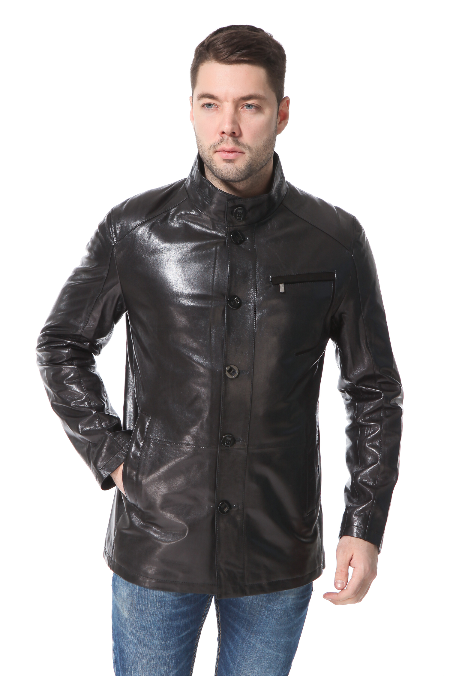 Мужская кожаная куртка из натуральной кожи с воротником, без отделкиЦвет  графит.<br><br>Крой построен на прямых, геометрических линиях. Модель выдержана в традициях строгости и элегантности. Идеально выверенные лекала обеспечивают безупречную посадку, делая силуэт очень пропорциональным. Имитация реглана и прорезной нагрудный карман с металлической молнией, строгий воротник стойка и планка с пуговицами в тон изделия делают образ очень графичным и выразительным. Это качественная базовая вещь, станет хорошим пополнением гардероба на многие сезоны вперед. Модель ярко подчеркнет силу и уверенность ее обладателя.<br><br>Воротник: стойка<br>Длина см: Средняя (75-89 )<br>Материал: Кожа овчина<br>Цвет: черный<br>Вид застежки: центральная<br>Застежка: пуговицы<br>Пол: Мужской<br>Размер RU: 48