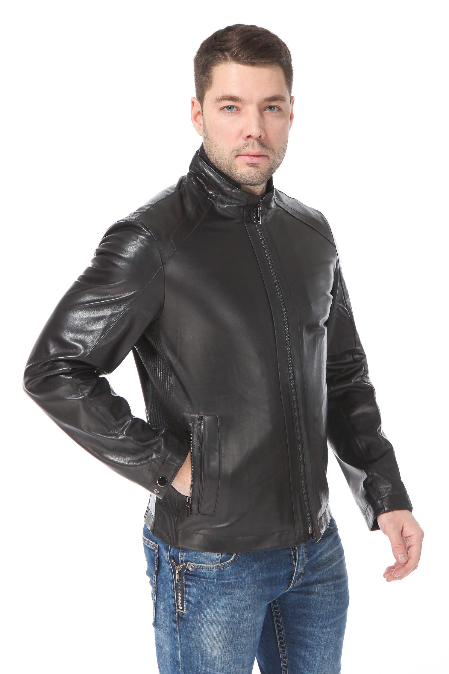 Мужская кожаная куртка из натуральной кожи утепленная<br><br>Воротник: стойка<br>Длина см: Короткая (51-74 )<br>Материал: Кожа овчина<br>Цвет: черный<br>Вид застежки: центральная<br>Застежка: на молнии<br>Пол: Мужской<br>Размер RU: 56