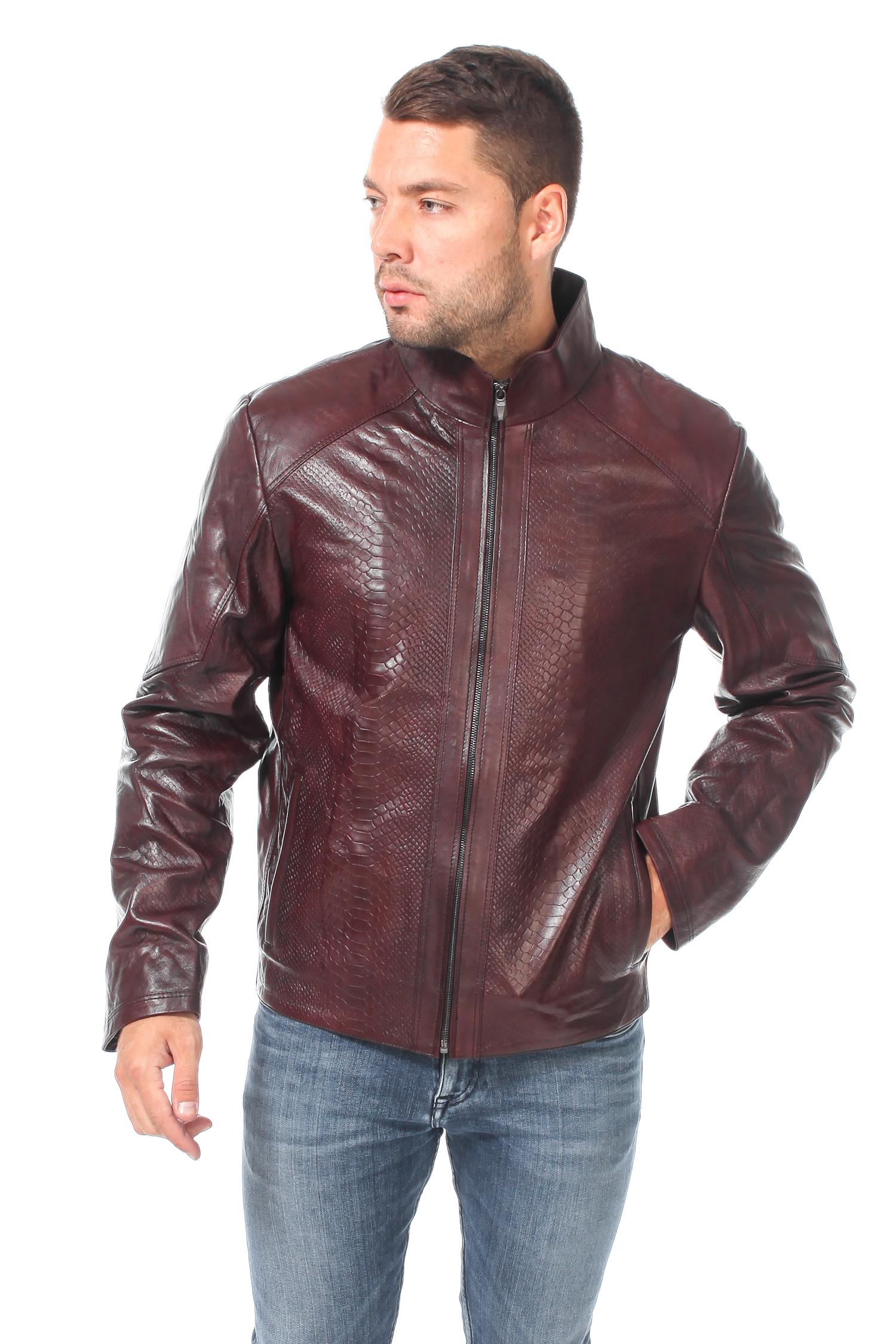 Мужская кожаная куртка из натуральной кожиЦвет - каштаново-коричневый.<br><br>Кожаная куртка каштаново-коричневого цвета станет базовой вещью осенне-весеннего гардероба. Благодаря лаконичному крою куртка хорошо сочетается и с джинсами, и с брюками.<br><br>Модель застегивается на молнию. Боковые карманы без застежки. Для удобства куртка дополнена двумя внутренними карманами.<br><br>Особенной это изделие делает глубокий насыщенный цвет, а также тиснение под кожу крокодила.<br><br>Воротник: стойка<br>Длина см: Короткая (51-74 )<br>Материал: Кожа овчина<br>Цвет: коричневый<br>Вид застежки: центральная<br>Застежка: на молнии<br>Пол: Мужской<br>Размер RU: 48