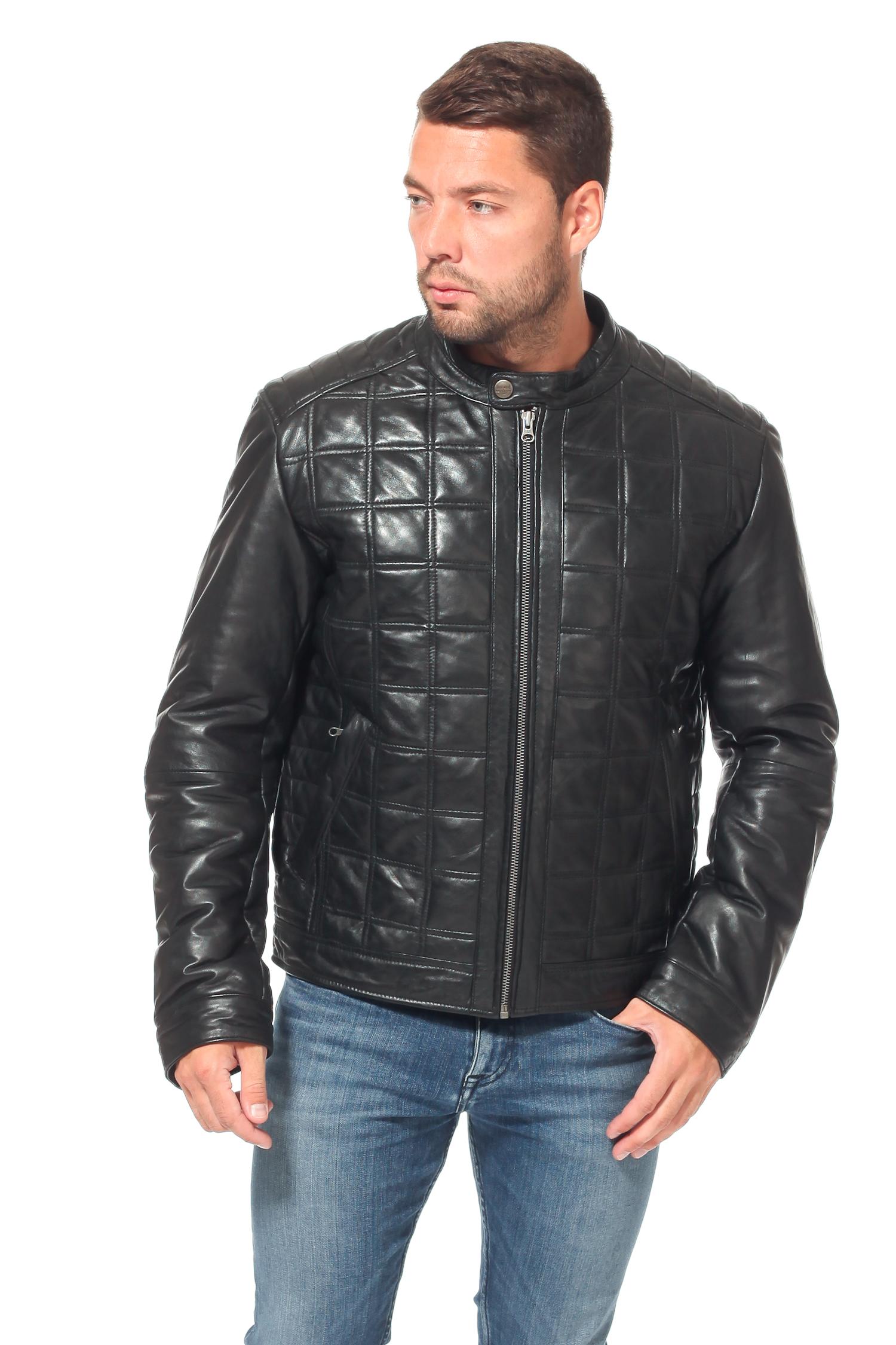 Мужская кожаная куртка из натуральной кожи утепленнаяЦвет - угольно-черный.<br><br>Модель выполнена из высококачественной кожи.<br><br>Универсальная классика всегда актуальна. Стильная удобная куртка угольно-черного цвета займет достойное место в гардеробе осенью или весной. Модель прямого кроя с застежкой на молнию. Аккуратный воротник-стойка фиксируется кнопкой. Для дополнительного удобства боковые карманы застегиваются на молнию, а манжеты фиксируются на кнопку. Отдельного внимания заслуживает декоративная строчка по всей поверхности изделия. Симметричный рисунок придает особенный неповторимый вид куртке. Текстильная подкаладка выполнена из полиэстера.<br><br>Воротник: стойка<br>Длина см: Короткая (51-74 )<br>Материал: Кожа овчина<br>Цвет: черный<br>Вид застежки: центральная<br>Застежка: на молнии<br>Пол: Мужской<br>Размер RU: 54