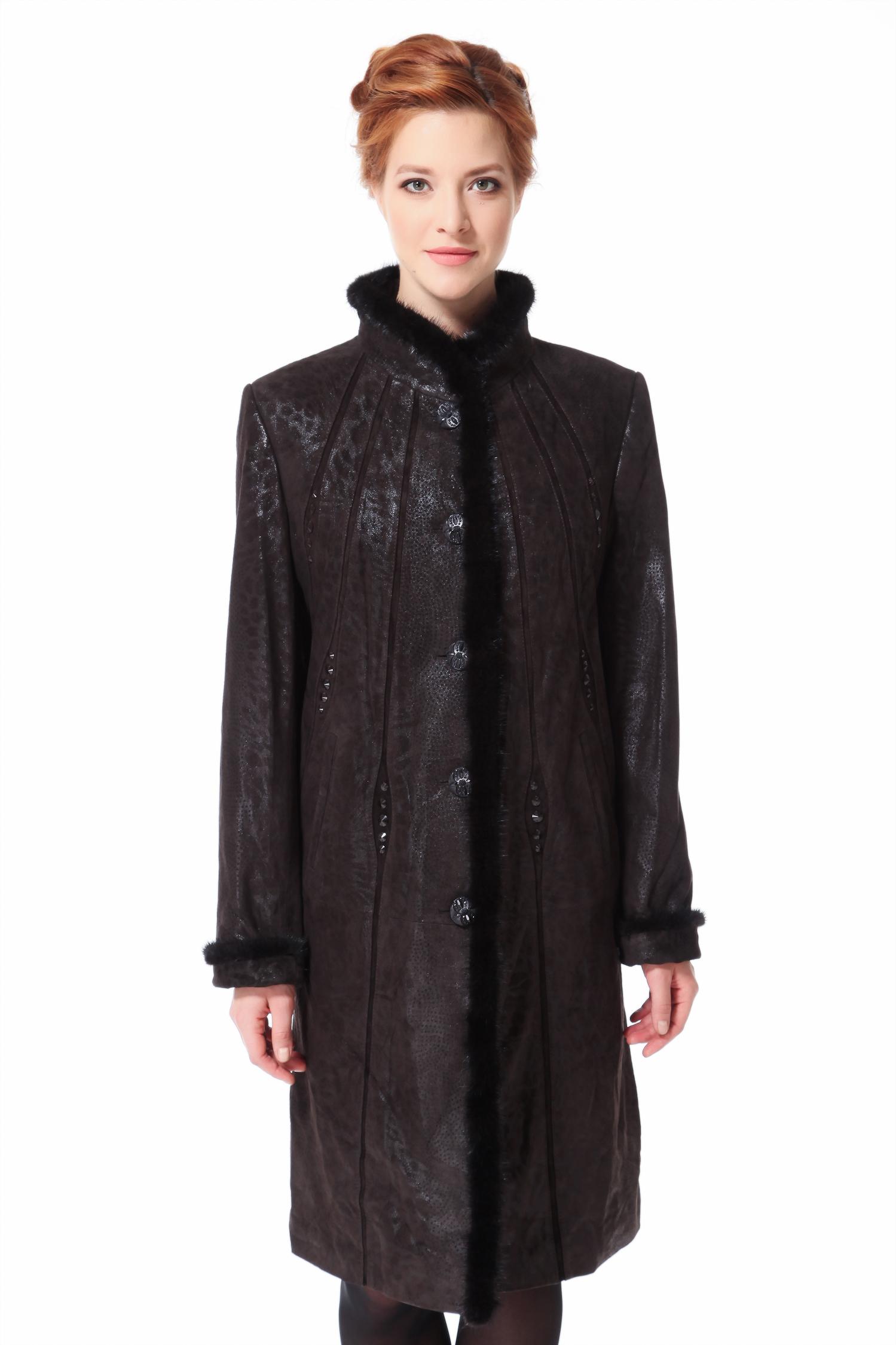 Женское кожаное пальто из натуральной кожи с воротником, отделка норкаЦвет  горького шоколада.<br><br>Куртка изготовлена из высококачественной замши с накатом. Отделка - мех норки. В качестве утеплителя использован синтепон.<br><br>Модель поможет выглядеть всегда восхитительно и современно, благодаря современным технологиям, при помощи которых на замшу нанесен рисунок имитирующий анималистический принт, являющийся горячим трендом нового сезона. Удачная комбинация воротника-стойки и оригинальной вертикальной отделки из кожаных полос, великолепно сбалансирует округлый тип фигуры, придавая ему элегантность. Классический фасон изделия, строгая норковая отделка воротника и застежки позволят выглядеть безупречно дамам с округлыми формами.<br><br>Воротник: стойка<br>Длина см: Длинная (свыше 90)<br>Материал: Кожа овчина<br>Цвет: коричневый<br>Пол: Женский<br>Размер RU: 58