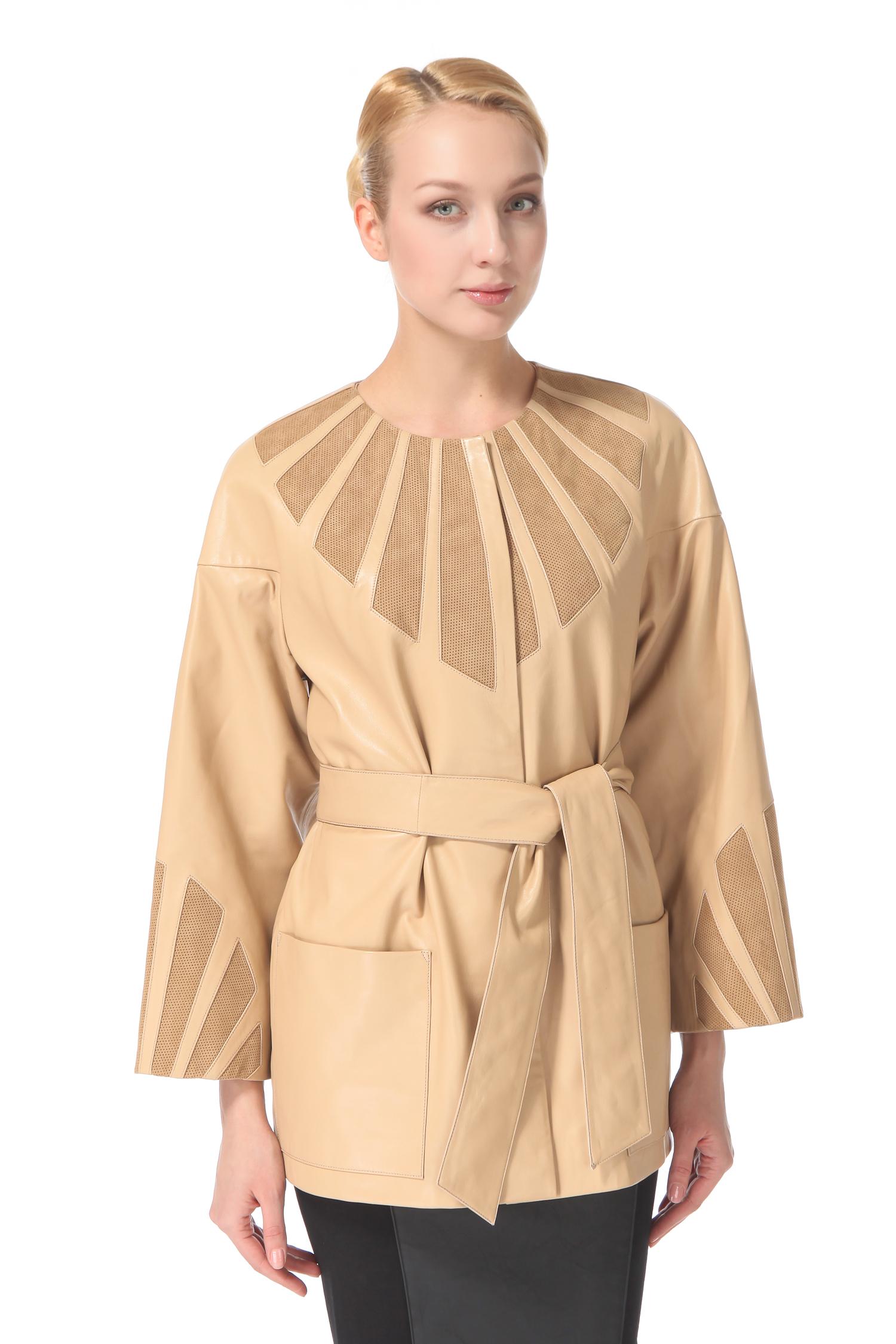 Женская кожаная куртка из натуральной кожи, без отделкиЕсли вы любите ловить на себе восхищенные взгляды окружающих, то Вам просто необходимо остановить свой выбор на этой необычной женской куртке! Она словно создана для того, чтобы притягивать к себе взгляды. Отделка из перфорированной кожи, в виде расходящихся полос вдоль горловины и на рукавах - необычный элемент дизайна, который придает этой модели неповторимый шарм. Покрой рукава мягко подчеркивает линию плеч, свободный, но в тоже время женственный силуэт, деликатно скрывает все лишнее. При желании можно подчеркнуть талию завязывающимся поясом. Позвольте себе испытать удовольствие от обладания этой замечательной вещью!<br><br>Длина см: Короткая (51-74 )<br>Материал: Кожа овчина<br>Цвет: бежевый<br>Застежка: на молнии<br>Пол: Женский<br>Размер RU: 54