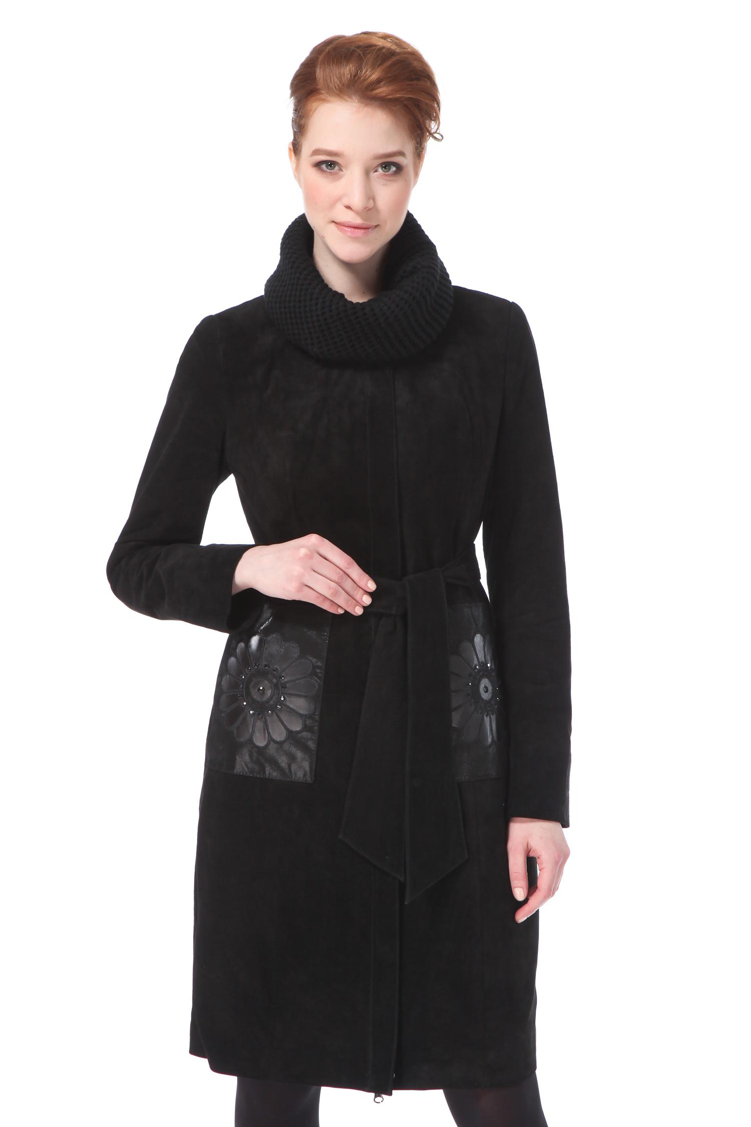 Женское кожаное пальто из натуральной замши с воротником, без отделкиОчень женственное пальто из замши с необычной отделкой в виде аппликации на карманах. Необыкновенно удачный покрой этого пальто будет одинаково хорошо смотреться в разных размерах, при желании можно подчеркунть изящную талию прилагающимся поясом. Одной из изюминок этого пальто является отстегивающий трикотажный воротник, благодаря которому Вы будете чувствовать себя одинаково комфортно в разнах погодных условиях. Не упустите возможность приобрести это чудесное пальто, которое будет радовать Вас не один сезон!<br><br>Воротник: съемный воротник<br>Длина см: Длинная (свыше 90)<br>Материал: Замша<br>Цвет: черный<br>Вид застежки: потайная<br>Застежка: на молнии<br>Пол: Женский<br>Размер RU: 46