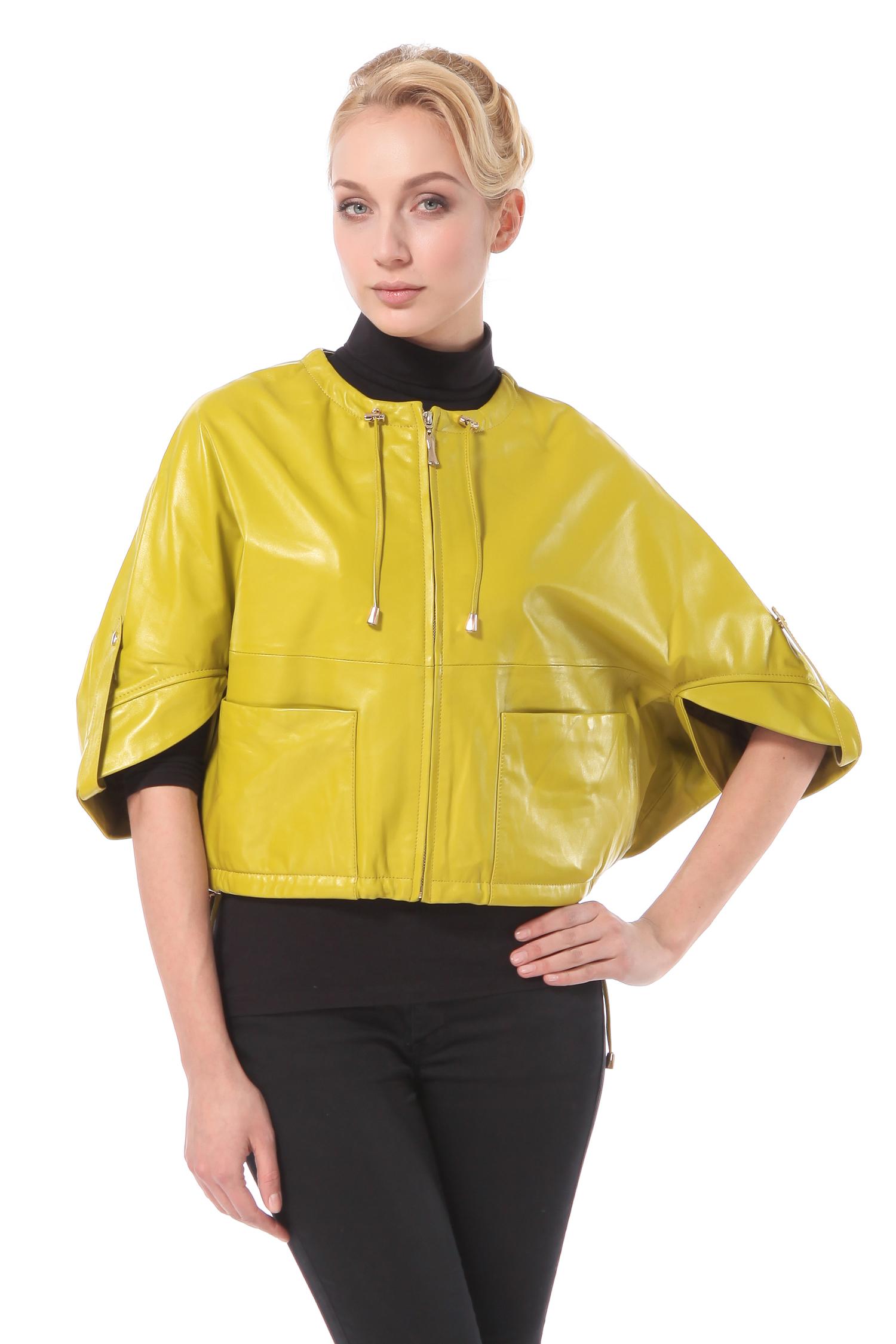 Женская кожаная куртка из натуральной кожи с капюшоном, без отделкиНеобычная женская кожаная куртка для поклонниц стиля casual.<br><br>Объемная по форме и укороченная, выполненная из мягкой кожи отличного качества, эта куртка подчеркнет все Ваши достоинства и украсит весенний гардероб!<br><br>Яркий насыщенный цвет, модные накладные карманы, застежка молния и декоративная кулиска на горловине - для тех, кто ценит интересный дизайн и комфорт!<br><br>Воротник: капюшон<br>Длина см: Короткая (51-74 )<br>Материал: Кожа овчина<br>Цвет: зеленый<br>Пол: Женский<br>Размер RU: 46