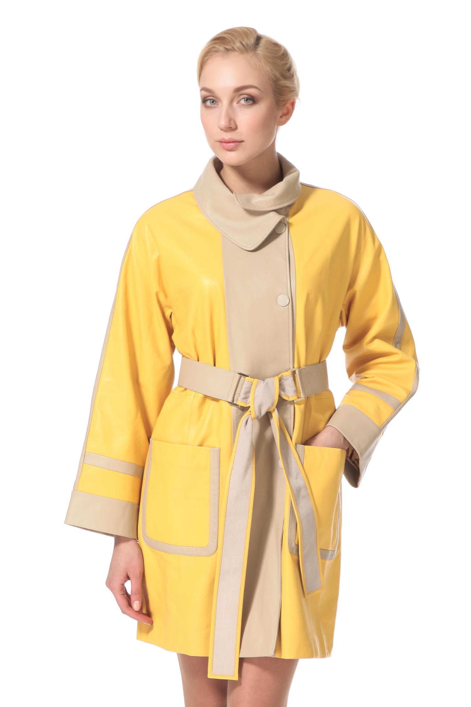 Женское кожаное пальто из натуральной кожи с воротником, без отделкиЕсли вы хотите быть в центре модных тенденций, Вам стоит обратить внимание на это стильное и элегантное кожаное пальто! Неожиданно свежая и при этом гармоничная комбинация желтого и бежевого цветов, в сочетании с модным в этом сезоне прямым силуэтом, делают это пальто предметом для зависти многих модниц. Удачная длина до колена позволяет носить его с абсолютно разными комплектами одежды и всегда выглядеть по-разному! Накладные карманы, отложной воротник-стойка и оригинальный завязывающийся пояс - это пальто еще и очень комфортно!<br><br>Воротник: отложной<br>Длина см: Длинная (свыше 90)<br>Материал: Кожа овчина<br>Цвет: желтый<br>Вид застежки: косая<br>Застежка: кнопки<br>Пол: Женский<br>Размер RU: 52