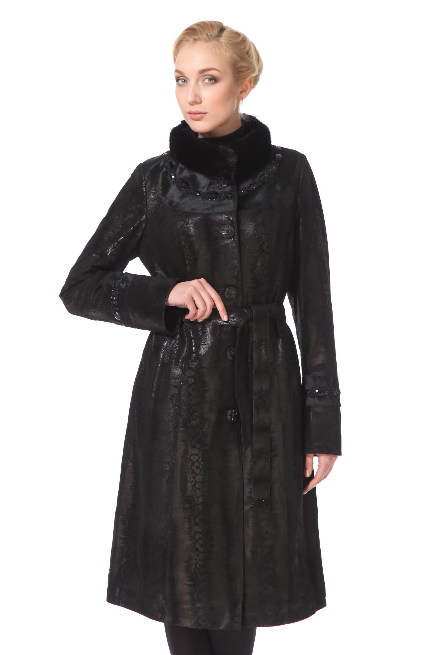 Женское кожаное пальто из натуральной замши (с накатом) с воротником, отделка норкаЦвет-оникс.<br><br>Классический покрой дополнен рядом деталей, которые очень выгодно подчеркивают индивидуальность этой модели. Во-первых, пальто из натуральной замши благородного темного оттенка, красивая деталь - это тиснение (накат), выполненное под кожу змеи. Этот неброский вертикальный узор выгодно подчеркнет достоинства фигуры. Еще одна стильная деталь - это украшенные камнями рукава и воротник. Воротник-стойка выполнен с отделкой из европейской норки, он очень хорошо защитит Вас от ветра. Модель застегивается на пуговицы и дополнена ремнем.<br><br>Воротник: стойка<br>Длина см: Длинная (свыше 90)<br>Материал: Замша<br>Цвет: черный<br>Застежка: на пуговицы<br>Пол: Женский<br>Размер RU: 54