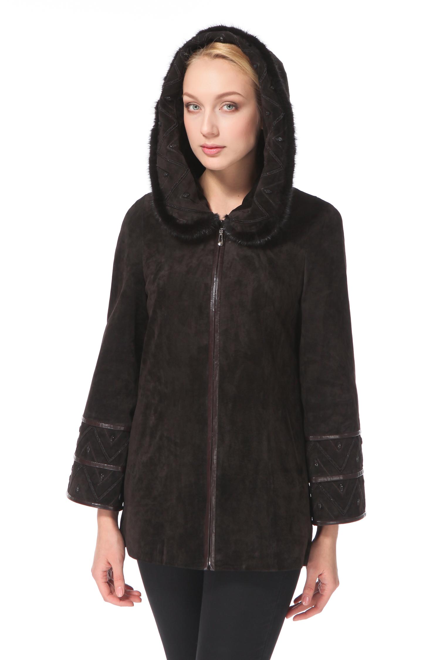 Женское кожаное пальто из натуральной замши с капюшоном, отделка норкаЦвет – горький шоколад.Еще один хит этого сезона – капюшон. Данная монохромная модель прямого кроя невероятно женственно смотрится с небольшим капюшоном в стиле «Анжелика», который плавно переходит в закругленный воротник. Такой покрой выглядит очень стильно, тем более, что в качестве отделки использован мех норки. Геометричный кожаный декор, напоминающий этнические мотивы, придает образу самобытность и оригинальность. Модель удовлетворит спрос самых требовательных и искушенных покупательниц.<br><br>Воротник: капюшон<br>Длина см: Средняя (75-89 )<br>Материал: Замша<br>Цвет: коричневый<br>Пол: Женский<br>Размер RU: 56