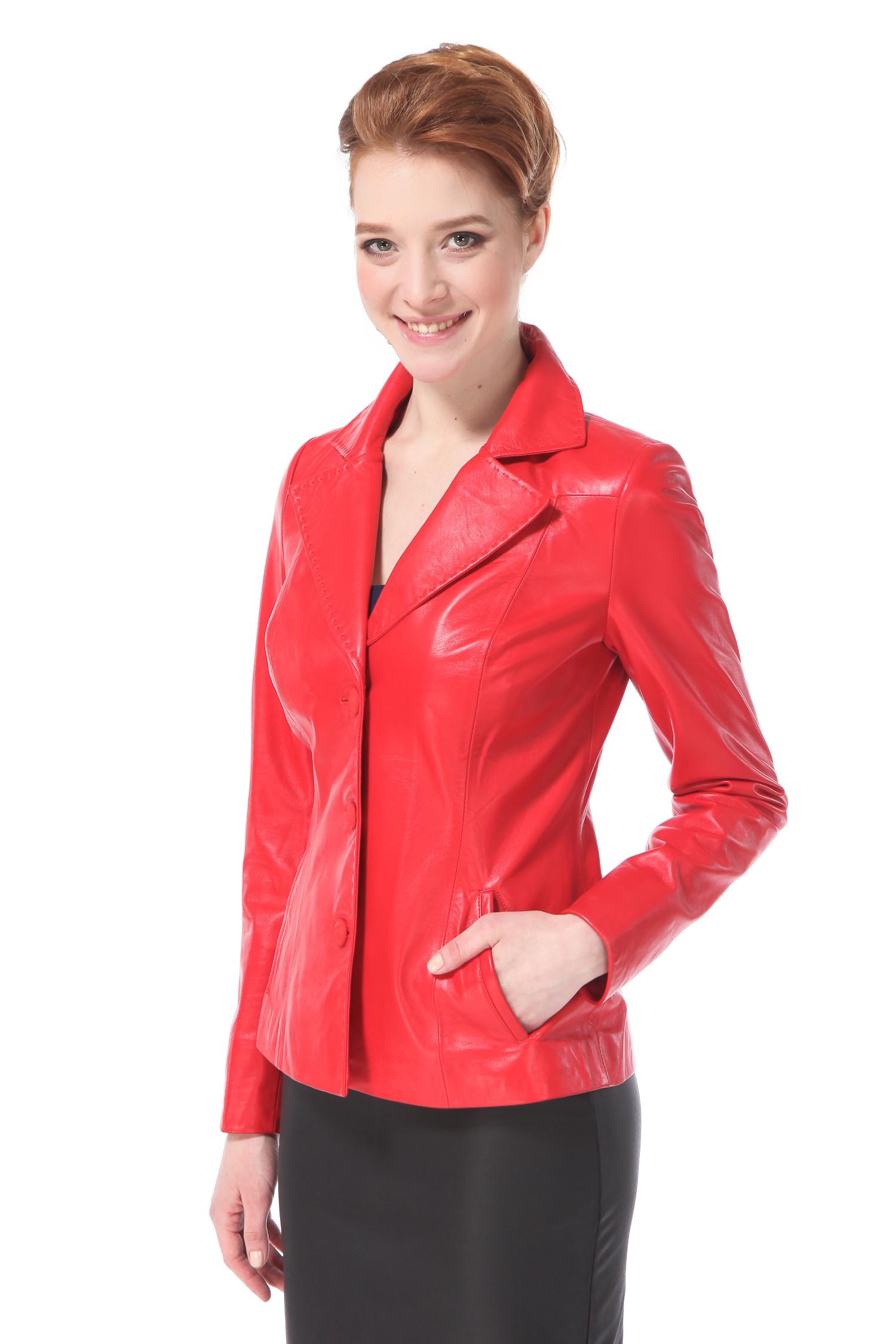 Женская кожаная куртка из натуральной кожи с воротником, без отделкиЦвет – венецианский красный.Модель относится к минималистичному стилю, который торжествует уже не один год. Минимализм в декоре с лихвой окупает броский, жизнеутверждающий цвет. Монохромный и очень лаконичный блейзер поможет выглядеть всегда безупречно и экстравагантно. Это компактная модель, которая благодаря безупречной посадке выгодно подчеркивает изящность женской фигуры. Универсальный блейзер классического кроя позволит создавать яркие и неординарные образы, одинаково удачно комплектуясь как со строгой офисной одеждой, так и с джинсами, различными фасонами юбок и нарядными платьями.<br><br>Воротник: Английский<br>Длина см: 55<br>Материал: Натуральная кожа<br>Цвет: Красный<br>Пол: Женский
