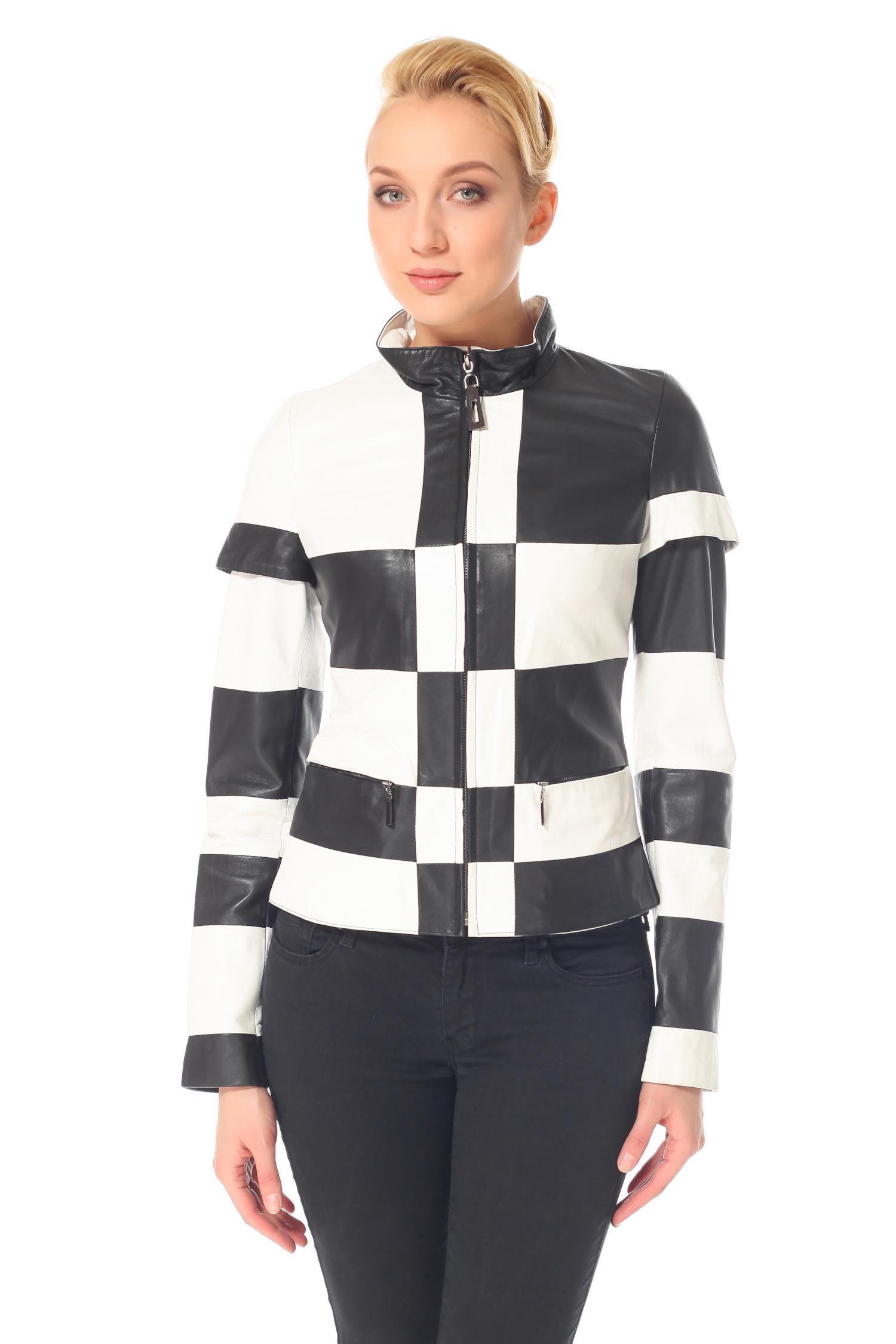 Женская кожаная куртка из натуральной кожи с воротником, без отделкиЦвет – тандем угольно-черный и кипенно-белый.Любительницам нестандартных решений эта модель непременно придется по душе. На первый взгляд классическое черно-белое сочетание, но сколько экспрессии и экстравагантности в этой спортивной куртке, ее высоко оценят не только приверженцы здорового образа жизни, но и обычные женщины. Она удобна и практична, не стесняет движений, незаменима на прогулках и отдыхе. Не стоит отказываться от подобного смелого и веселого эксперимента – ассиметричный шахматный декор, оригинальное решение кроя рукава, потайные прорезные карманы, минимальная длина, - все это делает модель динамичной и полной свободы. Это выбор для смелых, решительных натур.<br><br>Воротник: Стойка<br>Длина см: 55<br>Материал: Натуральная кожа<br>Цвет: Белый/черный<br>Пол: Женский