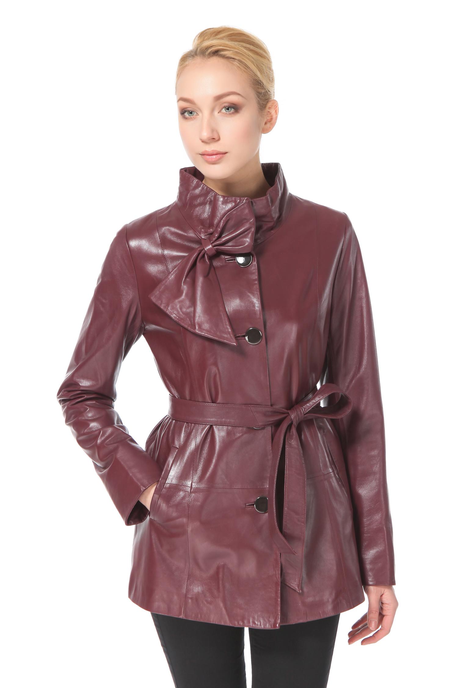 Женская кожаная куртка из натуральной кожи с воротником, без отделкиЦвет – бургундский (благородно-бордовый).Модель выполнена в ретро-стиле 50-60-х годов прошлого столетия, что очень актуально в предстоящем сезоне. Изделие средней длины, в меру стильное и романтичное, удачно подчеркивает пропорции фигуры. Мягкий воротник-стойка и глубокий насыщенный цвет делают образ очень женственным и чувственным. Изюминкой модели является кокетливый декор в виде изящного банта. Контрастные пуговицы добавляют образу выразительность, одновременно визуально вытягивая силуэт. Мягкий пояс в тон изделия придает силуэту женственность, акцентируя внимание на элегантной линии бедра, одинаково безупречно она смотрится и без этого аксессуара. Обладательница модели каждый день будет ловить на себе восхищенные взгляды окружающих.<br><br>Воротник: стойка<br>Длина см: Средняя (75-89 )<br>Материал: Кожа овчина<br>Цвет: бордовый<br>Вид застежки: центральная<br>Застежка: на пуговицы<br>Пол: Женский<br>Размер RU: 46