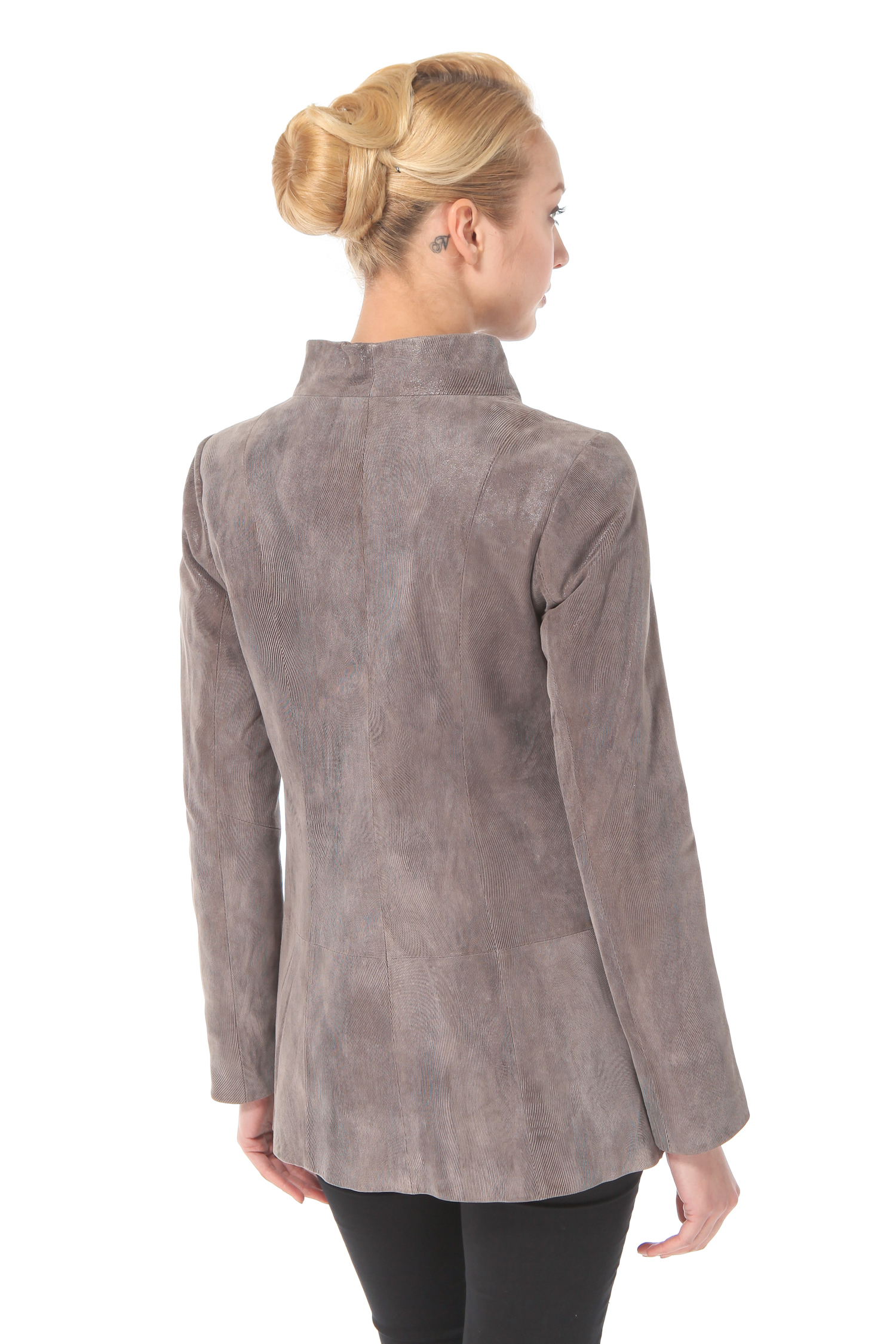 Фото 3 - Женская кожаная куртка из натуральной замши (с накатом) с воротником от МОСМЕХА бежевого цвета