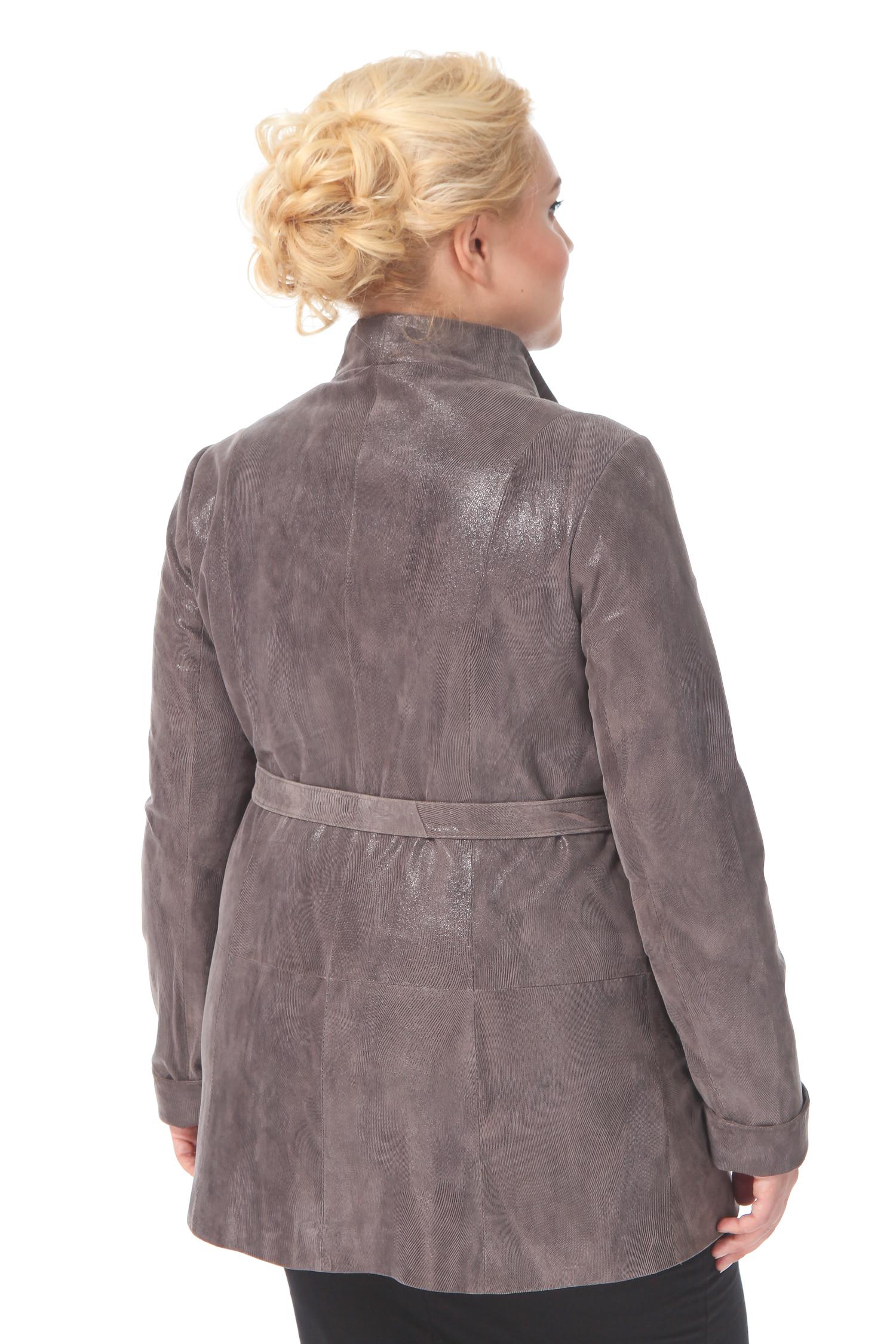 Фото 2 - Женская кожаная куртка из натуральной замши (с накатом) с воротником от МОСМЕХА бежевого цвета