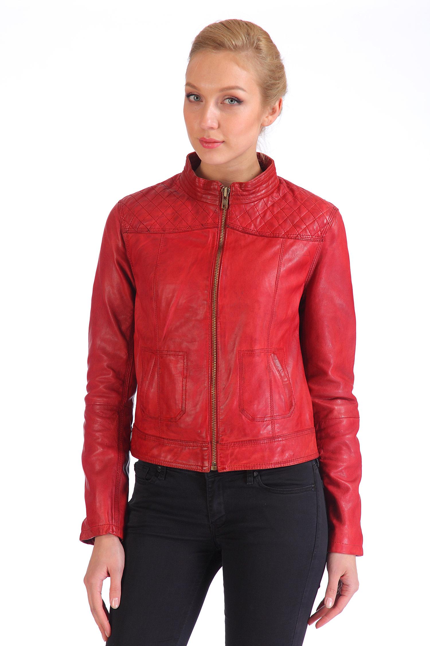 Женская кожаная куртка из натуральной кожи с воротником, без отделкиЦвет - алый.<br><br>Модель выполнена из высококачественной кожи.<br><br>Яркая куртка приталенного силуэта в стиле casual займет важное место в гардеробе каждой модницы! Главная особенность изделия - кожа, из которой она изготовлена. Благодаря двойной покраске создается особенный винтажный эффект состаренной кожи.<br><br>Изделие с застежкой на молнию, ширина рукава также регулируется молнией. Куртка дополнена аккуратным воротником-стойкой и боковыми карманами без застежки.<br><br>Воротник: стойка<br>Длина см: Короткая (51-74 )<br>Материал: Кожа овчина<br>Цвет: красный<br>Застежка: на молнии<br>Пол: Женский<br>Размер RU: 48