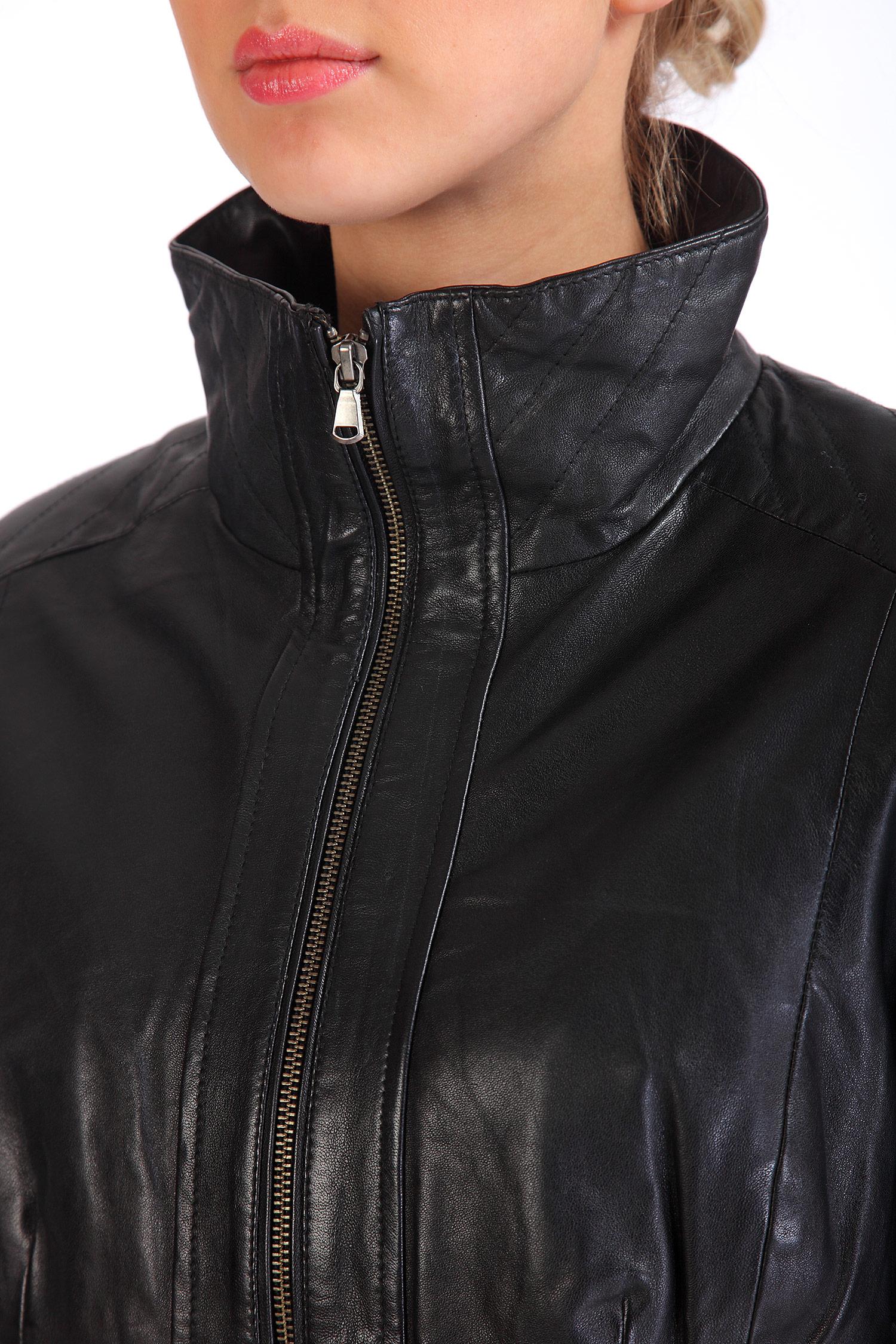 Фото 2 - Женская кожаная куртка из натуральной кожи с воротником от МОСМЕХА черного цвета