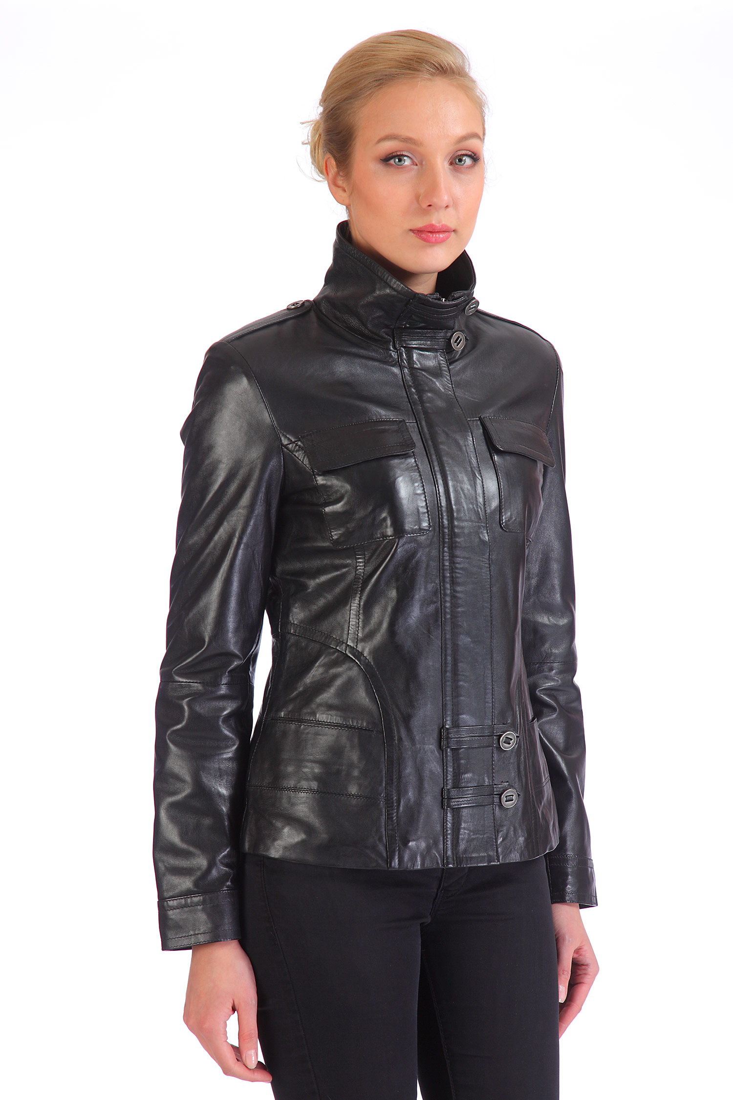 Женская кожаная куртка из натуральной кожи с воротником, без отделки<br><br>Воротник: стойка<br>Длина см: Короткая (51-74 )<br>Материал: Кожа овчина<br>Цвет: черный<br>Вид застежки: центральная<br>Застежка: комбинированная<br>Пол: Женский<br>Размер RU: 50-52
