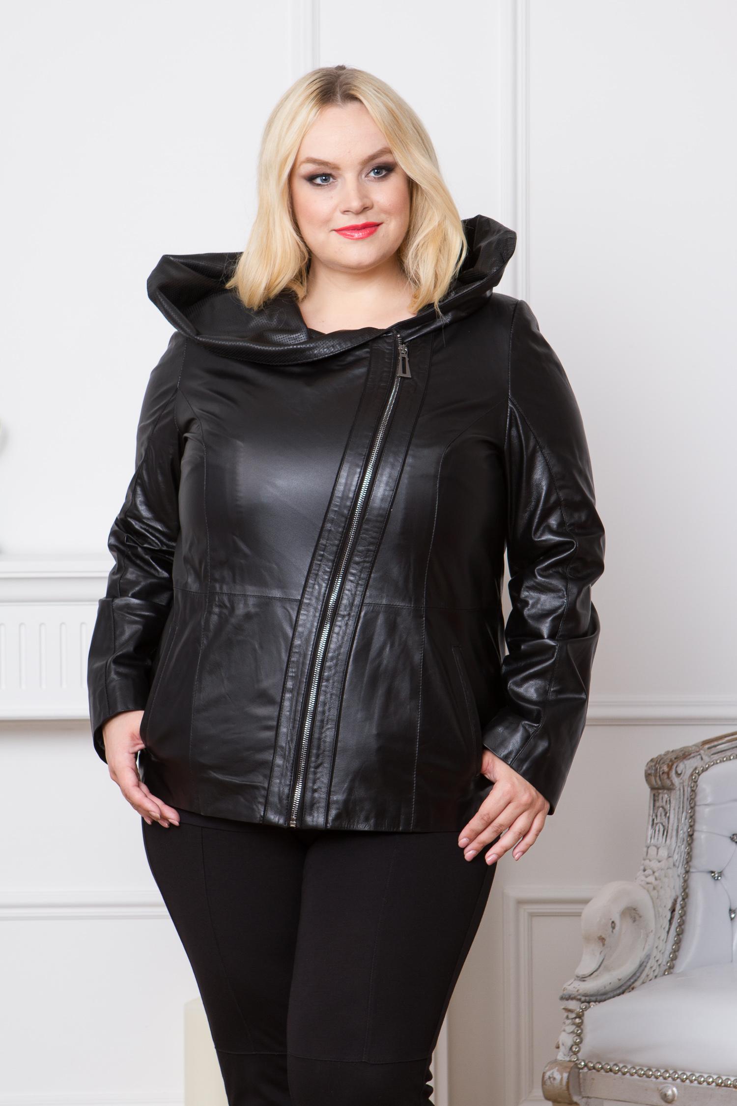 Женская кожаная куртка из натуральной кожи с капюшоном, без отделкиЦвет - оникс (черный).<br><br>Кожаная куртка нейтрального черного цвета - это основа гардероба для осени или весны. Несмотря на отсутствие крупных деталей и классический фасон, дизайн куртки выглядит очень оригинально. Широкий и удобный капюшон украшен декоративной перфорацией. Куртка застегивается на стильную ассиметричную молнию и дополнена боковыми карманами.<br><br>Главная особенность этой куртки - это качество. Модель изготовлена из мягкой натуральной кожи ягненка. Идеально выверенные лекала обеспечивают хорошую посадку. Кроме того, у модели предусмотрена широкая пройма рукава, что очень важно для фигуры plus size.<br><br>Воротник: капюшон<br>Длина см: Короткая (51-74 )<br>Материал: Кожа овчина<br>Цвет: черный<br>Вид застежки: косая<br>Застежка: на молнии<br>Пол: Женский