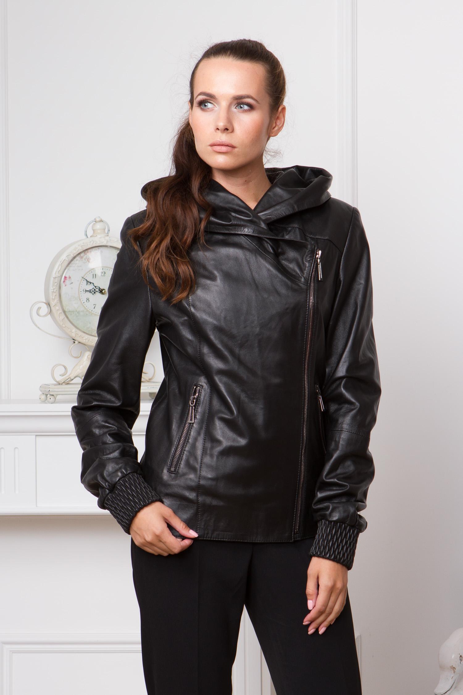 Женская кожаная куртка из натуральной кожи с капюшоном, без отделкиЦвет - оникс (черный).<br><br>Кожаная куртка базового черного цвета - это основа осенне-весеннего гардероба. Брюки, джинсы, юбка, платье - благодаря продуманному дизайну, куртку можно сочетать практически с любой вещью стиля casual.<br><br>Лаконичный крой и продуманный дизайн обеспечивают отличную посадку. Куртка очень удобна, в качестве воротника используется объемный капюшон, с которым не страшны ни дождь, ни ветер.<br><br>В этом изделие много оригинальных деталей. Например, ассиметричная молния. Она очень удачно гармонирует с боковыми карманами. Стоит отметить, что в крое куртки используется качественная фурнитура, что позволит очень долго носить изделие, не прибегая к ремонту.<br><br>Еще одна особенность - это закрепленные резинкой низ изделия и манжеты. Благодаря необычному тиснению, резинка выглядит и как декоративный элемент.<br><br>Воротник: капюшон<br>Длина см: Короткая (51-74 )<br>Материал: Кожа овчина<br>Цвет: черный<br>Вид застежки: косая<br>Застежка: на молнии<br>Пол: Женский<br>Размер RU: 50