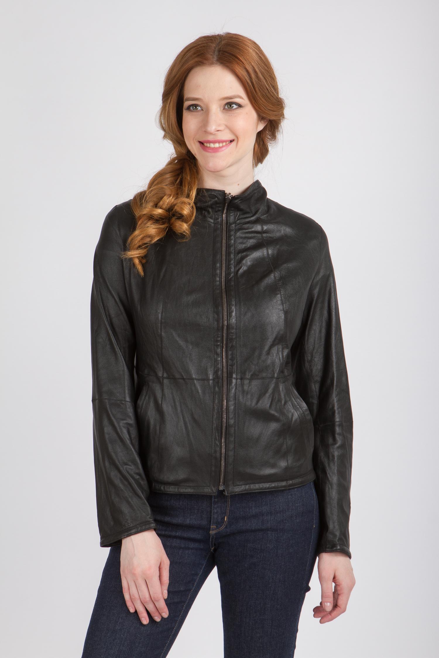 Женская кожаная куртка из натуральной кожи с воротником, без отделки<br><br>Воротник: стойка<br>Длина см: Короткая (51-74 )<br>Материал: Кожа овчина<br>Цвет: черный<br>Вид застежки: центральная<br>Застежка: на молнии<br>Пол: Женский<br>Размер RU: 52