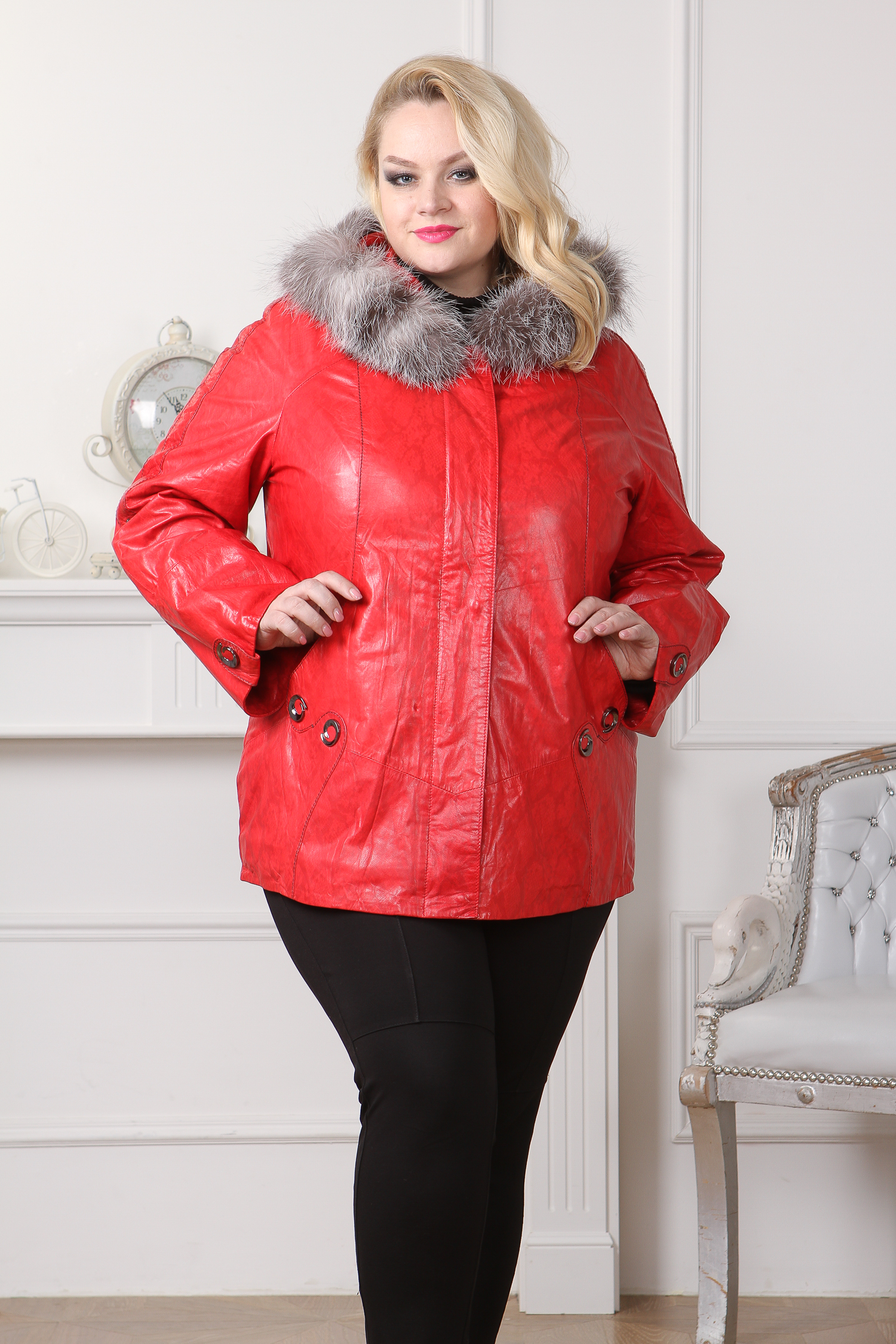 Женская кожаная куртка из натуральной кожи с капюшоном, отделка чернобурка. Производитель: Московская Меховая Компания, артикул: 8736