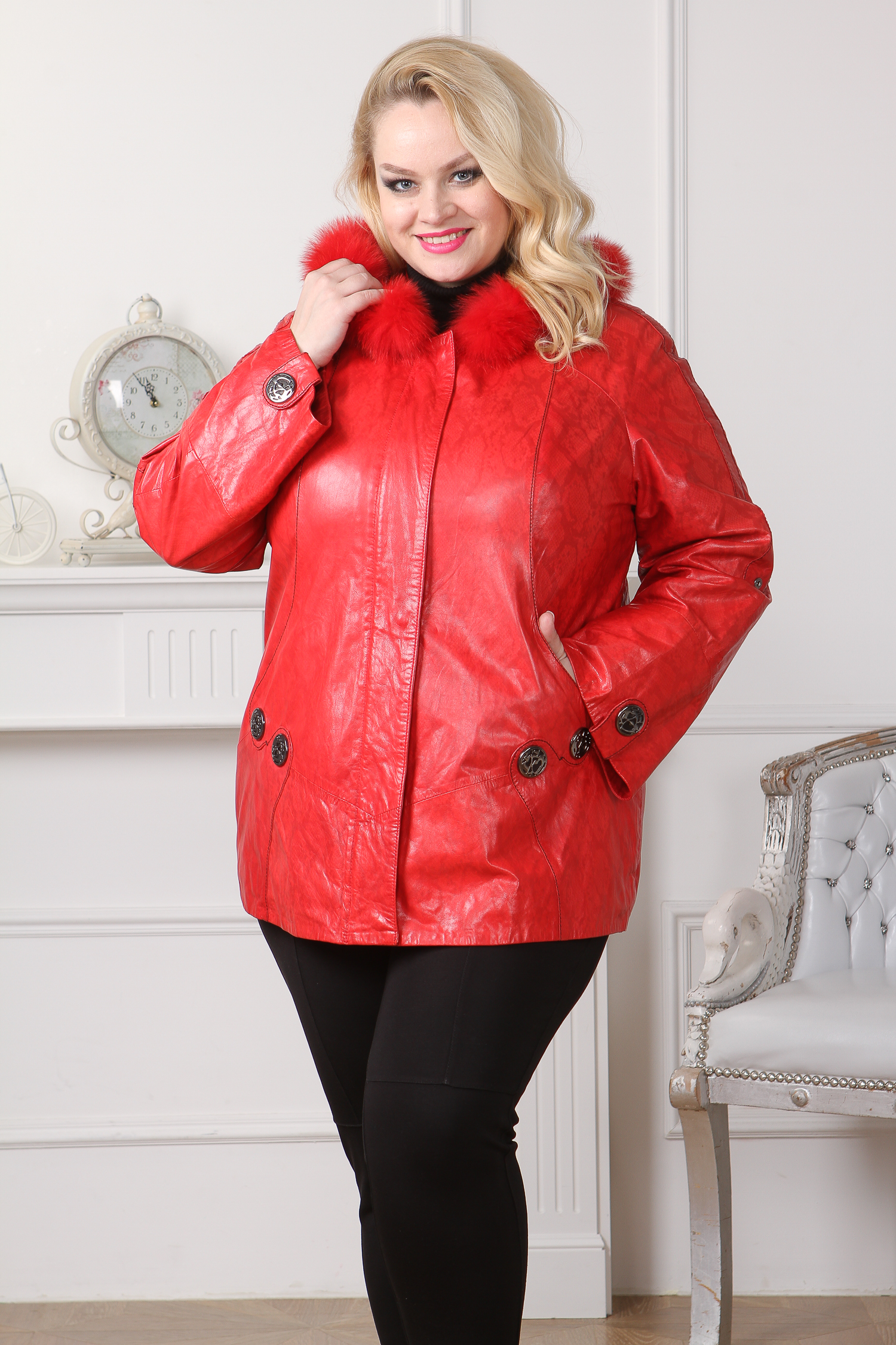 Женская кожаная куртка из натуральной кожи с капюшоном, отделка песец<br><br>Воротник: капюшон<br>Длина см: Средняя (75-89 )<br>Материал: Кожа овчина<br>Цвет: красный<br>Вид застежки: центральная<br>Застежка: на молнии<br>Пол: Женский<br>Размер RU: 56