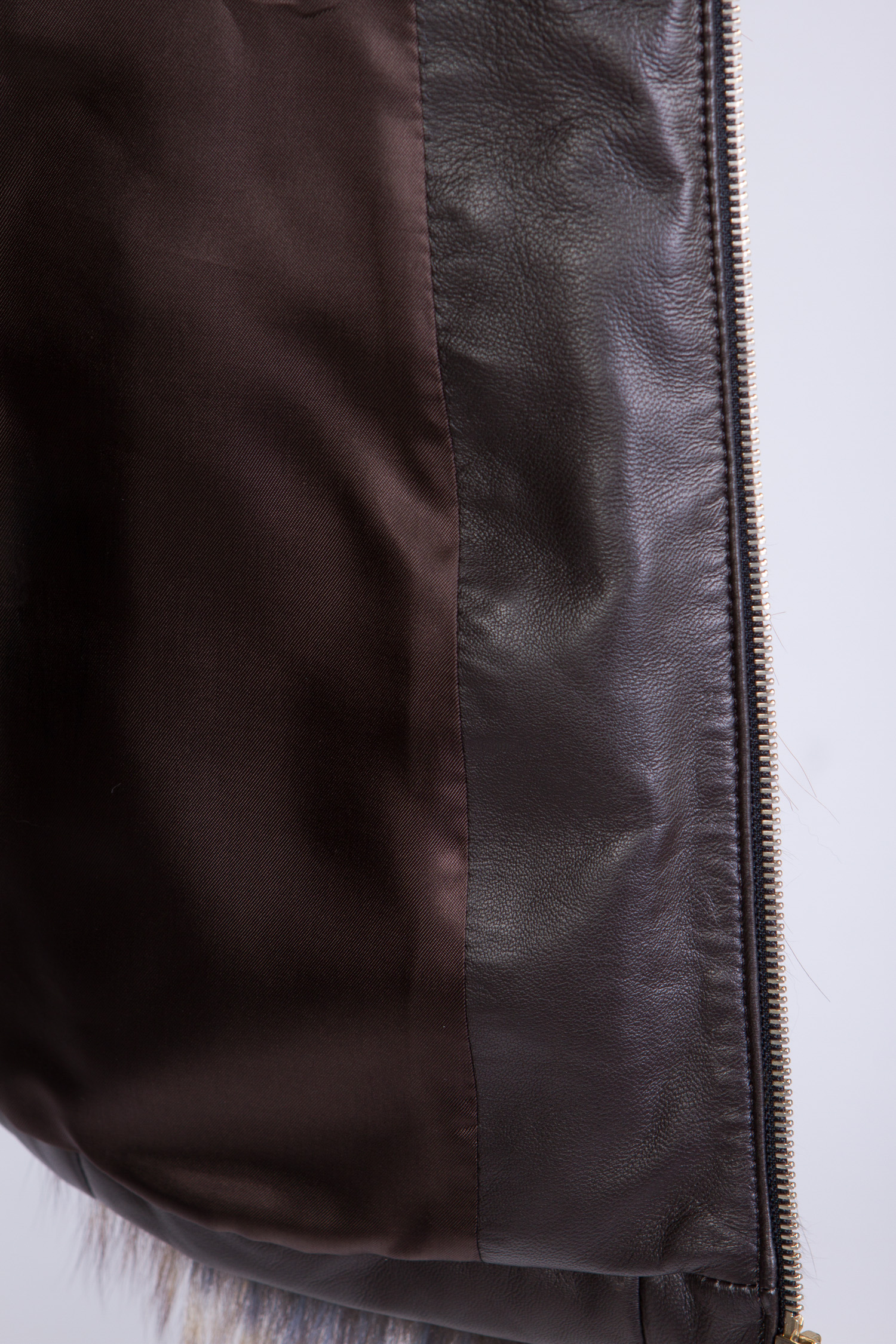 Женская кожаная куртка из натуральной кожи с воротником, отделка лиса от Московская Меховая Компания