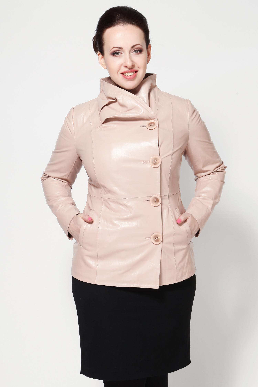 Женская кожаная куртка из натуральной кожи с воротником, без отделкиКуртка выполнена из высококачественной кожи нежно-розового цвета.<br><br>Модель приталенного силуэта, с застежкой на пуговицы, дополнена боковыми карманами. Отдельного внимания заслуживает оригинальный воротник-стойка, который гармонично дополняет дизайн куртки.<br><br>Безусловно, эта куртка станет яркой деталью осенне-весеннего гардероба.<br><br>Цвет: Розовый<br>Длина см: 65<br>Воротник: Оригинальный<br>Материал: Плонже<br>Пол: Женский<br>Размер RU: 50