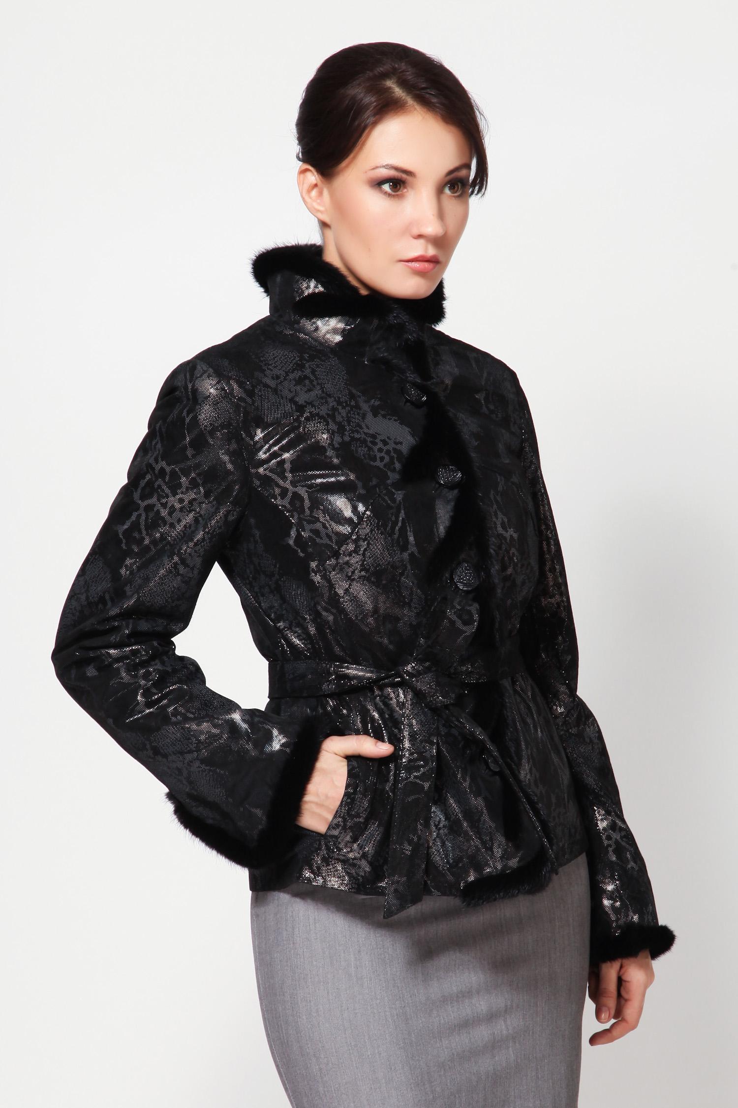 Женская кожаная куртка из натуральной замши (с накатом) с воротником, отделка норка<br><br>Воротник: Стойка<br>Длина см: 65<br>Материал: Замша с накатом<br>Цвет: Черный/серый<br>Вид застежки: Норка<br>Пол: Женский