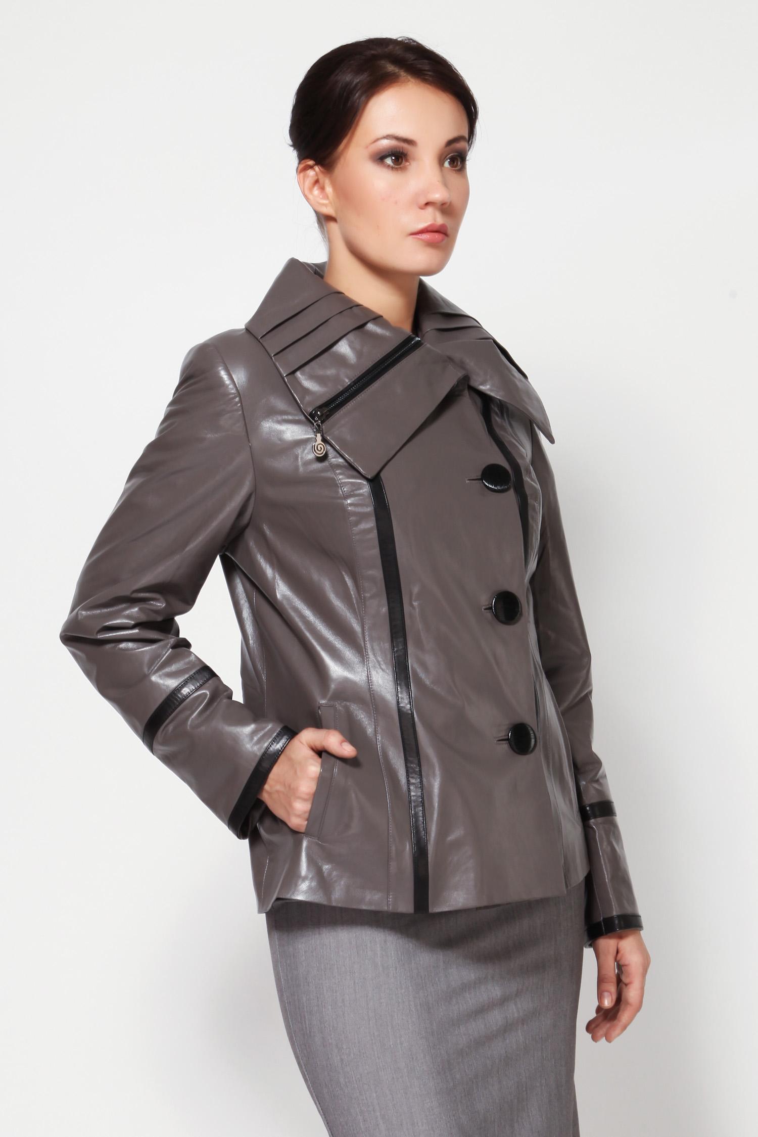 Женская кожаная куртка из натуральной кожи с воротником, без отделкиВ такой куртке серого цвета, может чувствовать себя уютно и легко - любая красотка! Слегка приталенный силуэт, удобная длина, шикарный цвет, застежки на пуговицах, карманы, отложной воротник с интересной отделкой в виде молнии и перчатки в подарок, не оставляют без внимания.<br><br>Несмотря на демократичную цену, эта модель смотрится очень презентабельно. Обратите внимание на эту куртку, у нее оригинальный крой и очень интересный оттенок. Несомненно, отличный выбор!<br><br>Воротник: отложной<br>Длина см: Короткая (51-74 )<br>Материал: Кожа овчина<br>Цвет: серый<br>Вид застежки: центральная<br>Застежка: на пуговицы<br>Пол: Женский<br>Размер RU: 46