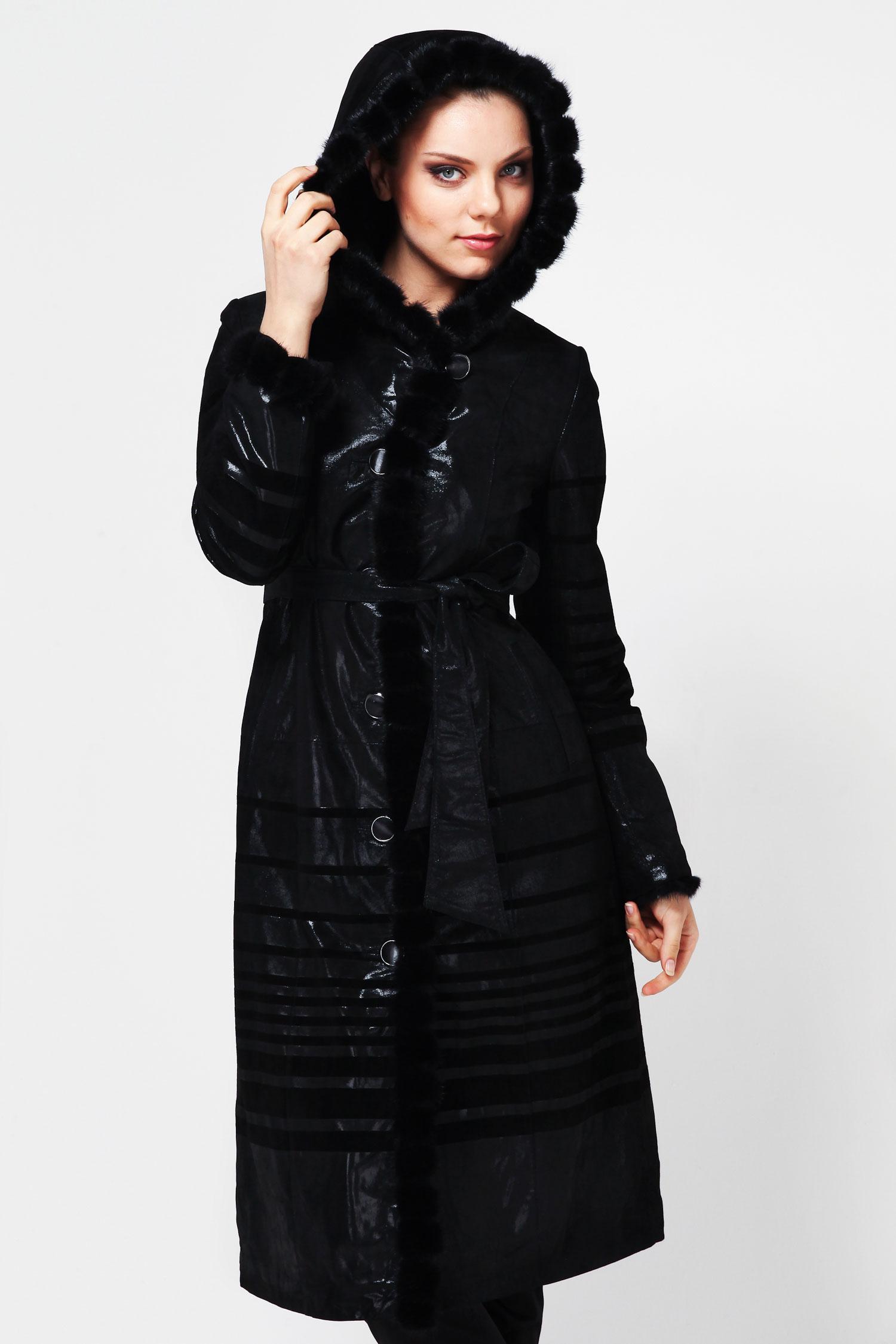 Пальто из натуральной замши (с накатом) с капюшоном, отделка норкаСтильное пальто станет незаменимой вещью в женском гардеробе. Изделие выполнено из натуральной кожи. Застегивается на декоративные пуговицы. Украшением служат роскошный капюшон, который идет в отделке из норки, а также рукава и борт полупальто. Стильный вариант для прохладной погоды.<br><br>Воротник: Капюшон<br>Длина см: 120<br>Материал: Замша с накатом<br>Цвет: Черный<br>Вид застежки: Норка<br>Пол: Женский