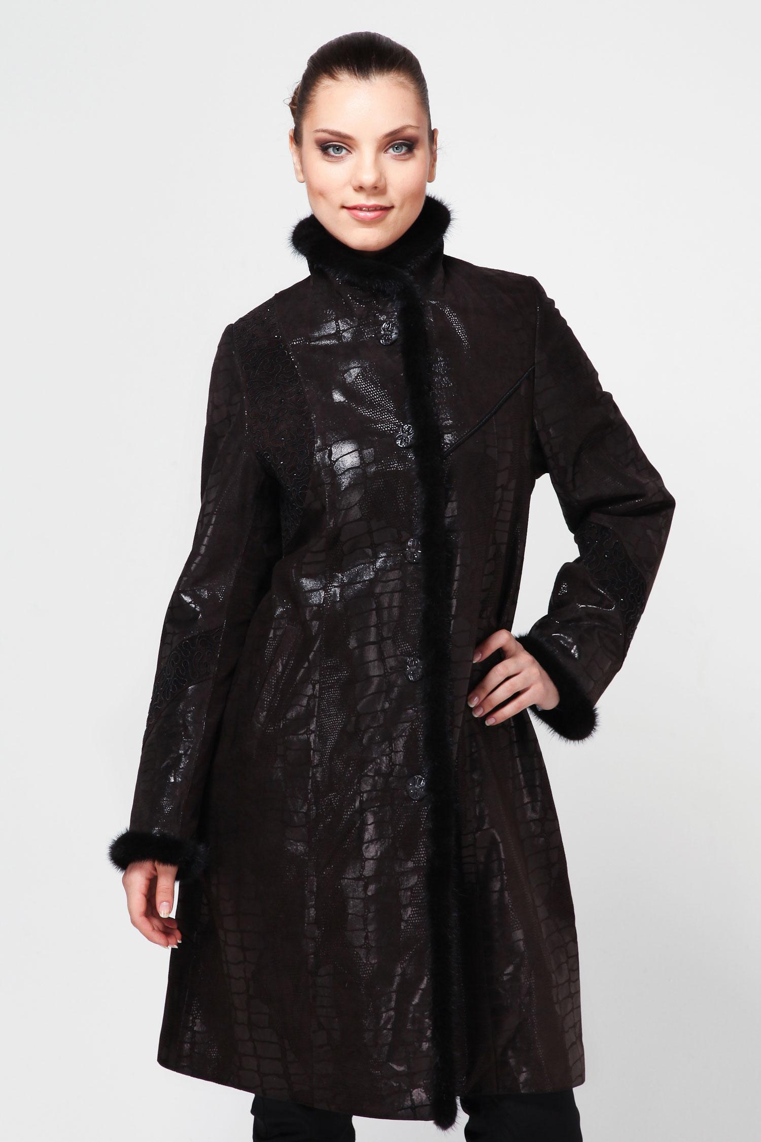 Женское кожаное пальто из натуральной замши (с накатом) с воротником, отделка норкаКожаное пальто женское комбинированное из мягкой, нежной замши с накатом. Норкой отделаны: воротник, рукава и борт изделия. В настоящее время такая комбинация является очень модной. Воротник - стойка. Изящный дизайн не оставит Вас равнодушной.<br><br>Воротник: Стойка<br>Длина см: 105<br>Материал: Замша с накатом<br>Цвет: Коричневый<br>Вид застежки: Норка<br>Пол: Женский