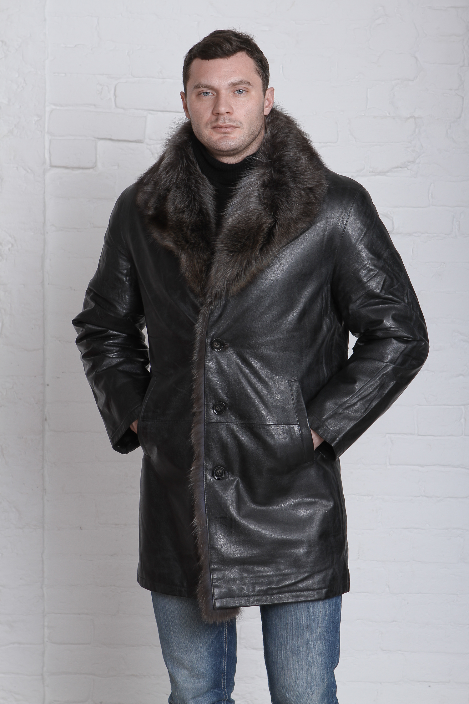 Мужская кожаная куртка из натуральной кожи с воротником, отделка чернобурка<br><br>Воротник: английский<br>Длина см: Длинная (свыше 90)<br>Материал: Кожа овчина<br>Цвет: черный<br>Вид застежки: центральная<br>Застежка: на пуговицы<br>Пол: Мужской<br>Размер RU: 68