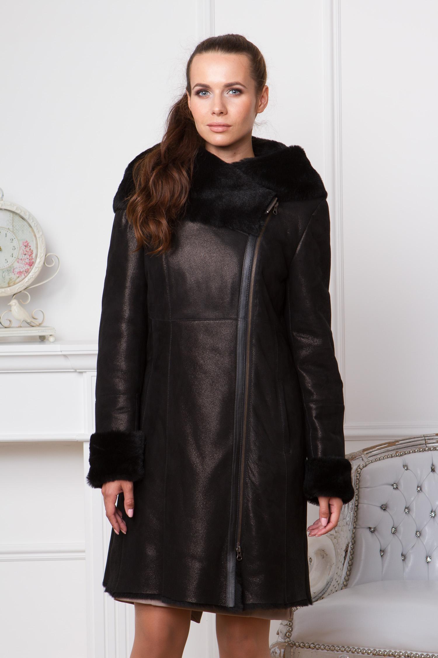 Дубленка женская  из натуральной овчины с капюшоном, без отделкиЦвет - оникс (черный).<br><br>Красивая и очень удобная дубленка в классическом стиле. Модель выполнена из натуральной овчины с применением лазерной обработки. Лаконичный крой представлен полуприталенным силуэтом и оптимальной длиной. Благодаря этому можно создавать тандем с брючным костюмом или с юбкой.Модели plus size отличаются широкой проймой рукава. Дубленка дополнена объемным капюшоном, который укрывает плечи и становится украшением всего изделия. Завершает образ ассиметричная молния.<br><br>Для удобства дубленка дополнена боковыми карманами.<br><br>Воротник: капюшон<br>Длина см: Длинная (свыше 90)<br>Материал: Овчина с накатом<br>Цвет: черный<br>Вид застежки: косая<br>Застежка: на молнии<br>Пол: Женский<br>Размер RU: 54