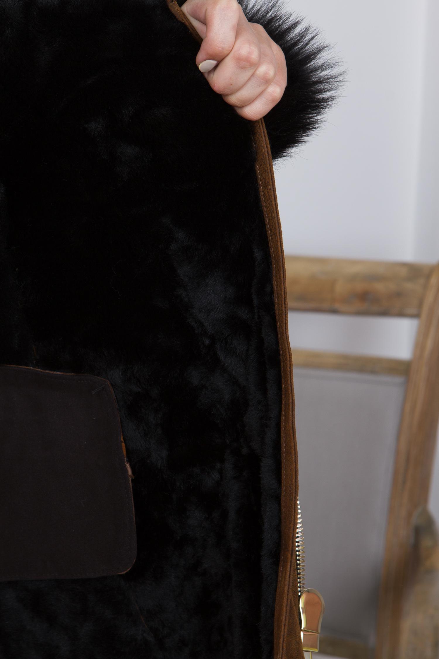 Фото 2 - Дубленку женская из натуральной овчины с воротником, отделка тоскана от МОСМЕХА коричневого цвета