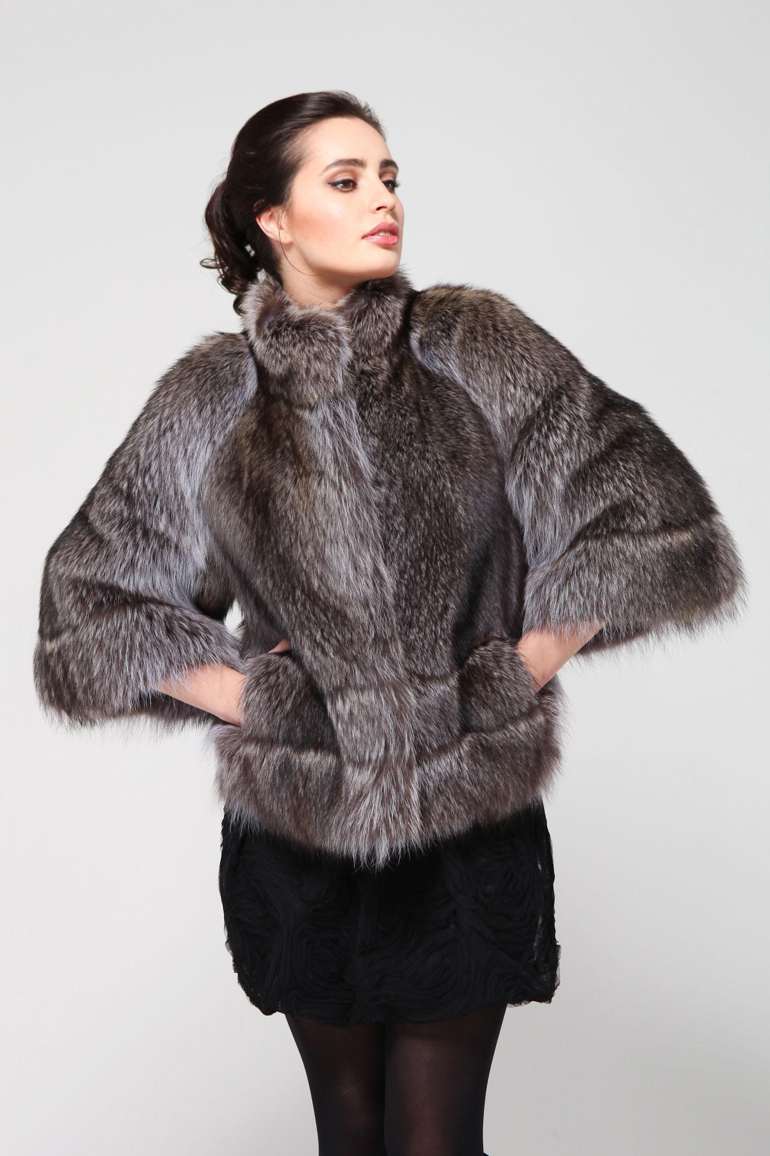 Куртка из енота с воротником<br><br>Воротник: Стойка<br>Длина см: 60<br>Цвет: Серый<br>Пол: Женский