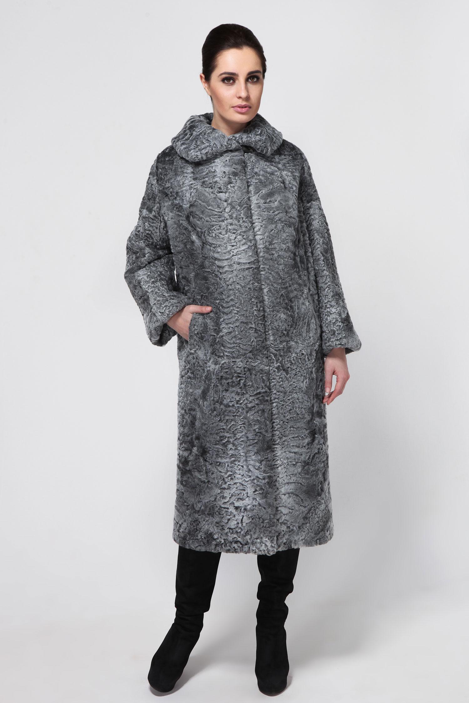 Шуба из каракуля с воротником, без отделкиСтильное пальто из высокачественного афганского каракуля. Пальто из аукционного меха и очень лёгкое на вес. Изделие имеет прямой свободный крой, что делает модель весьма комфортной.<br><br>Такая шубка прекрасно будет смотреться и с праздничным нарядом, и с повседневным гардеробом.<br><br>Воротник: Обычный<br>Длина см: 115<br>Цвет: Серый<br>Пол: Женский